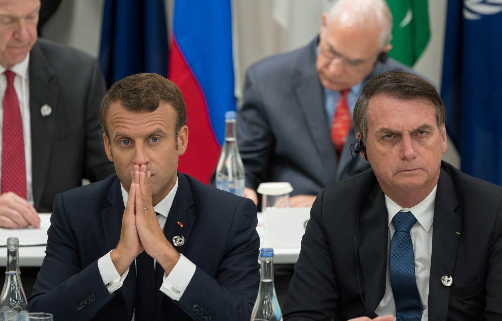 Ces attaques personnelles entre Emmanuel Macron et Jair Bolsonaro marquent une très nette escalade dans les tensions entre les deux pays.