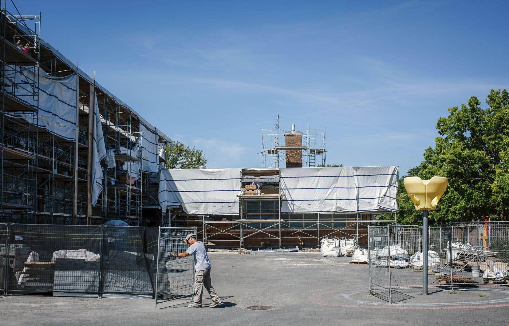 À l'école primaire Saint-Jean-Vianney, comme dans bien d'autres établissements scolaires, les ouvriers sont toujours à l'oeuvre alors que la rentrée des écoliers s'amorce.