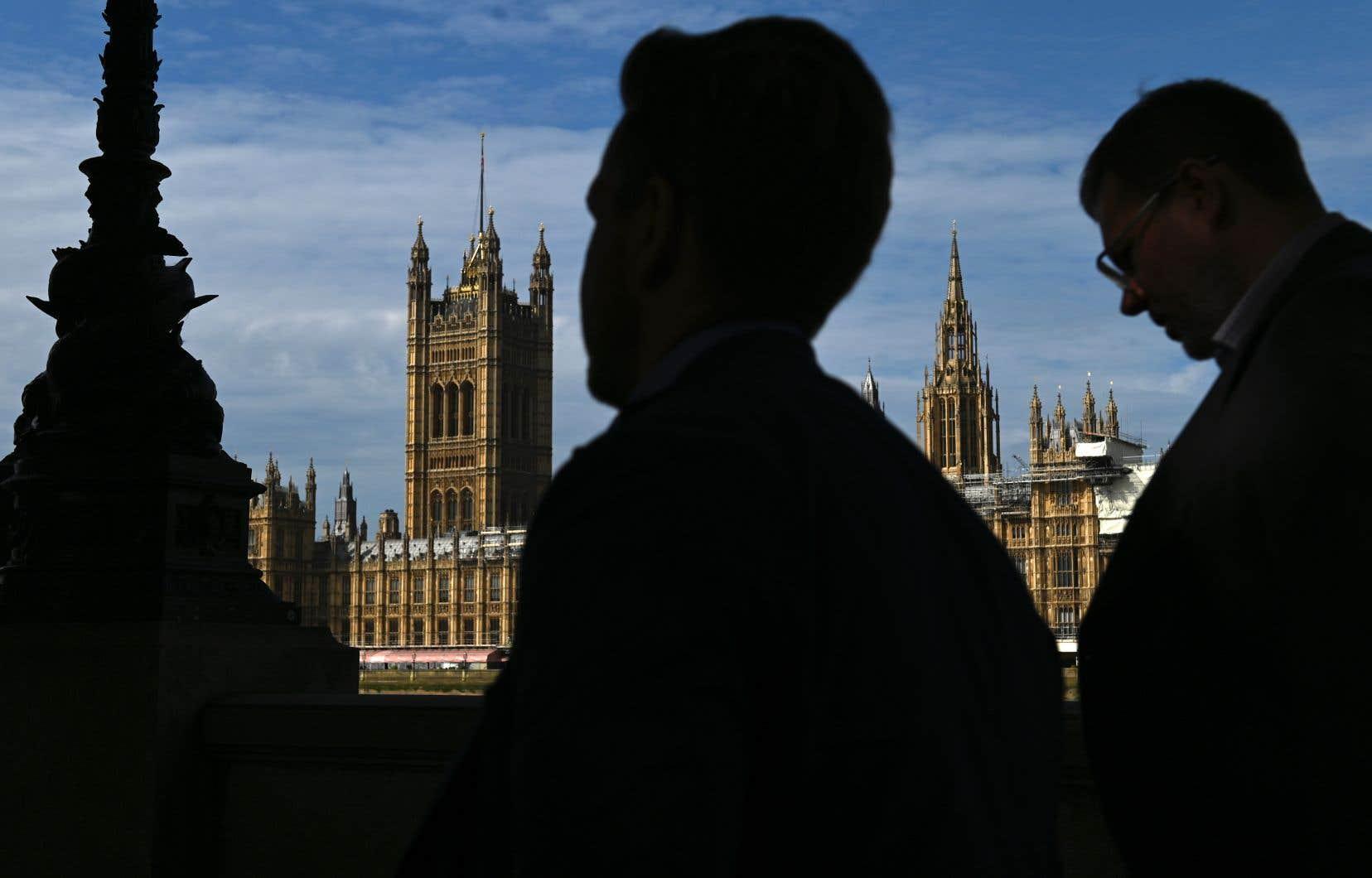 La rentrée parlementaire, qui s'annonce houleuse, est prévue pour mardi.