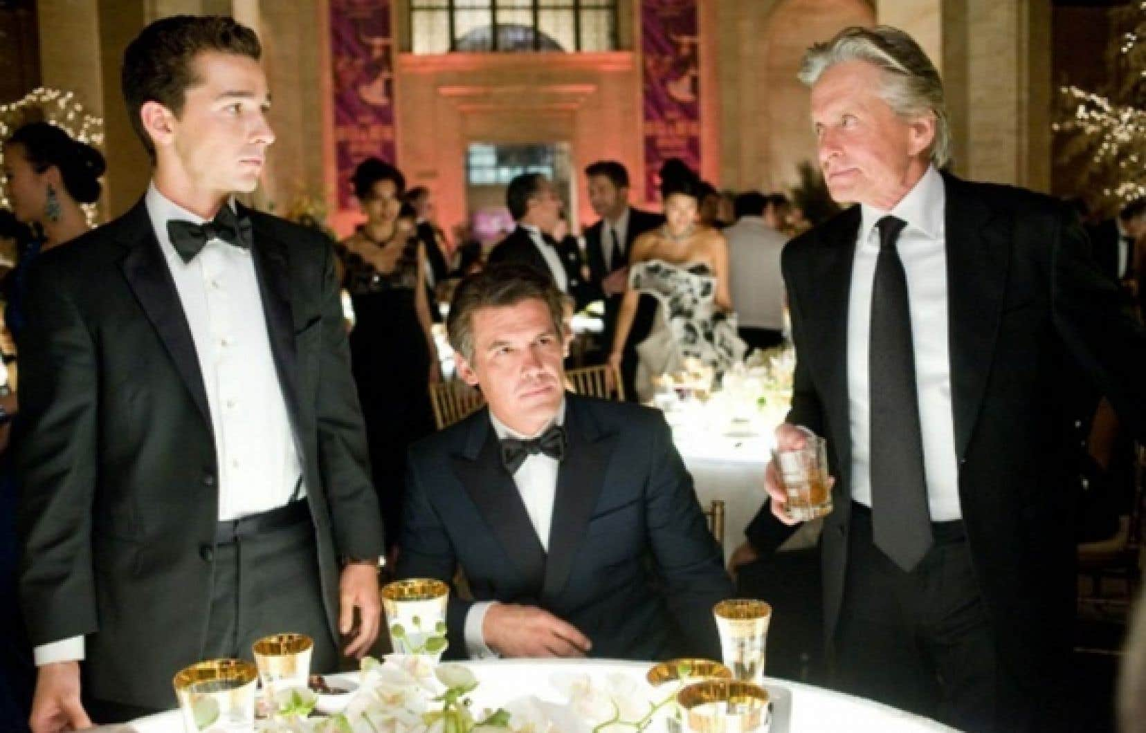 Shia Labeouf, Josh Brolin et Michael Douglas dans une scène de Wall Street – Money Never Sleeps.<br />