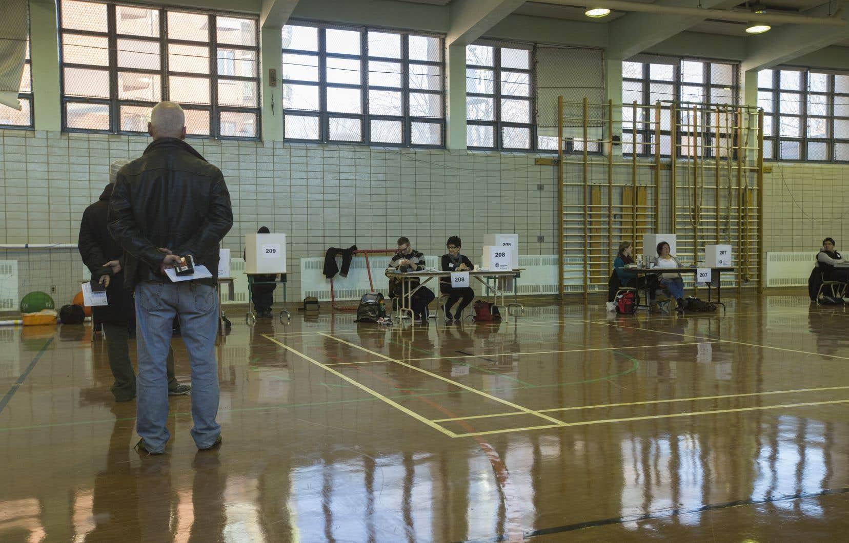 «Bien que l'élection n'ait plus de sens, il ne faut pas supprimer ce niveau décisionnel décentralisé qu'est la commission scolaire», affirme l'auteur.
