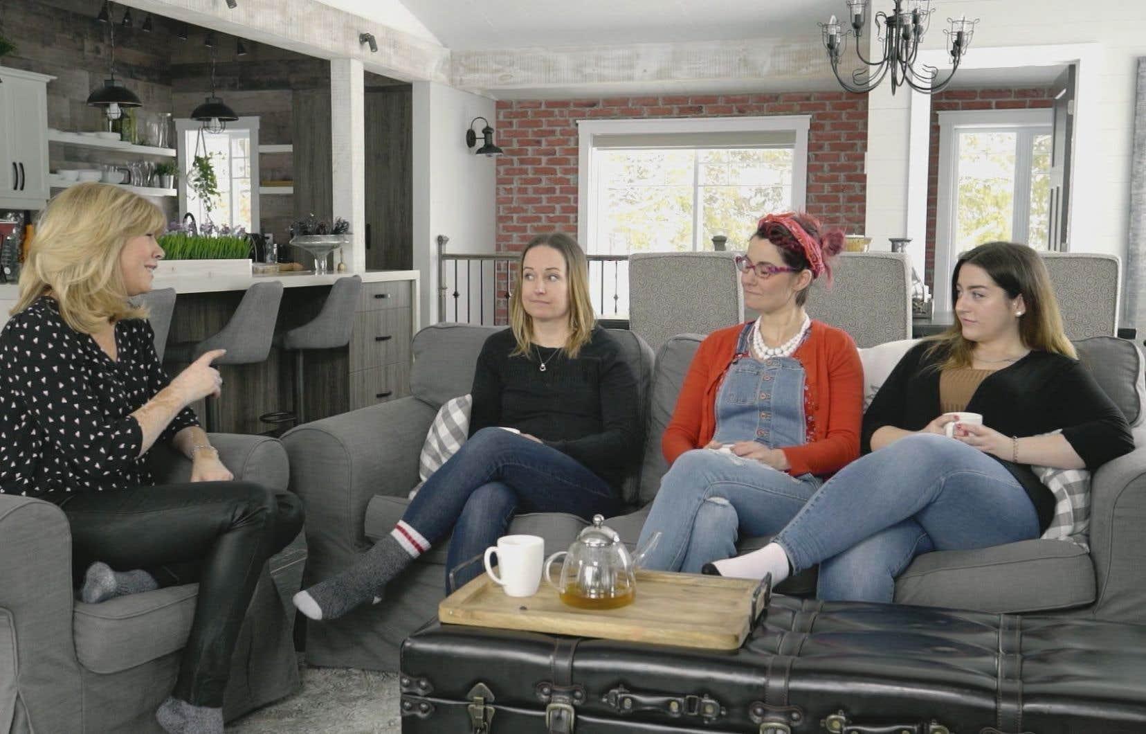 L'animatrice Chantal Lacroix réunit dans chacun des épisodes de sa nouvelle émission, «Belle à ma façon», quelques femmes qui ont traversé des épreuves semblables dans la vie.