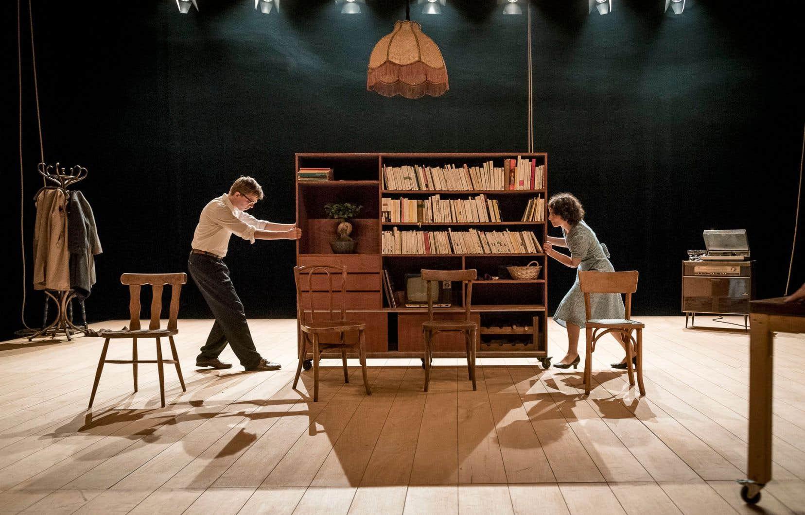 Il est question d'amour, de loisirs et de culture, mais plus encore de travail et d'argent dans la pièce belge «J'abandonne une partie de moi que j'adapte».