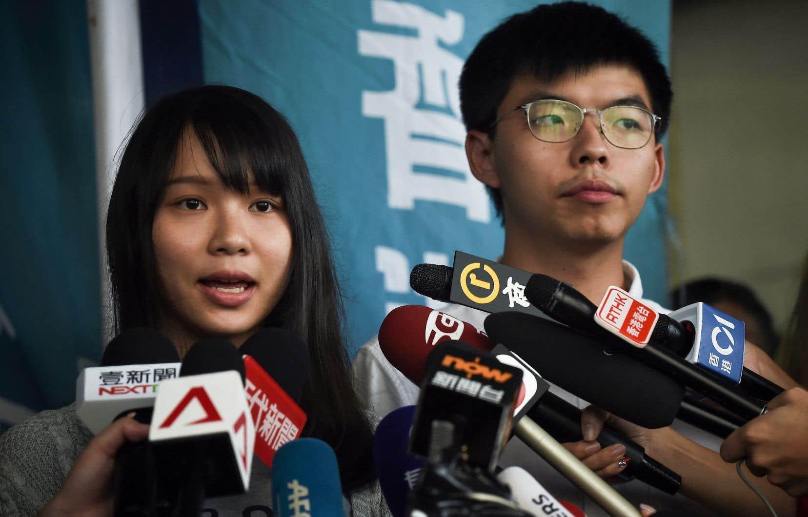 Deux figures de proue du mouvement de 2014, Agnes Chow et Joshua Wong, âgés de 22 ans et très populaires au sein de la contestation actuelle, ont été arrêtées vendredi à l'aube.