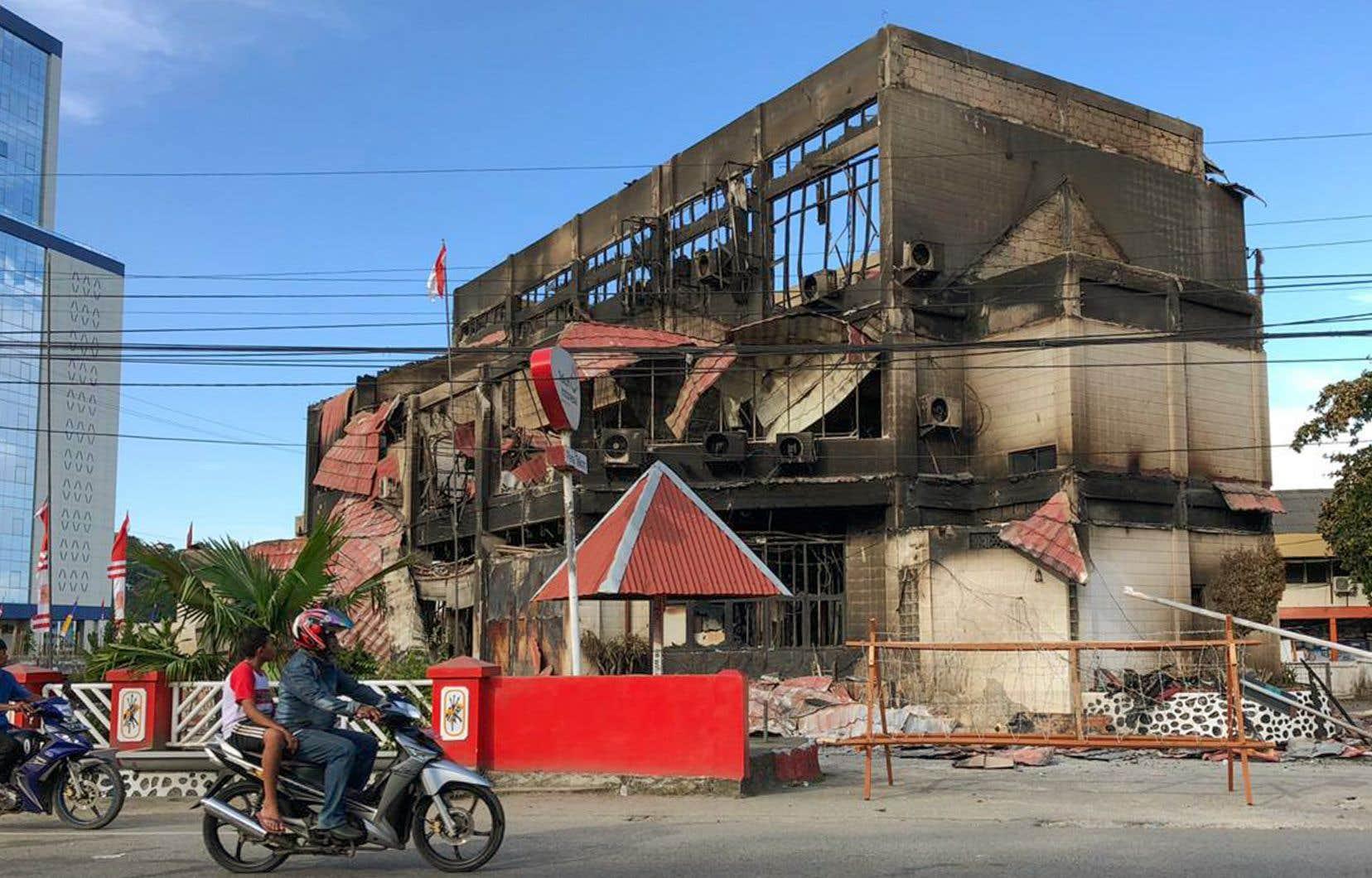 Depuis le 19 août, des manifestations se succèdent dans les villes de Papouasie, certaines dégénérant en émeutes avec des bâtiments incendiés.