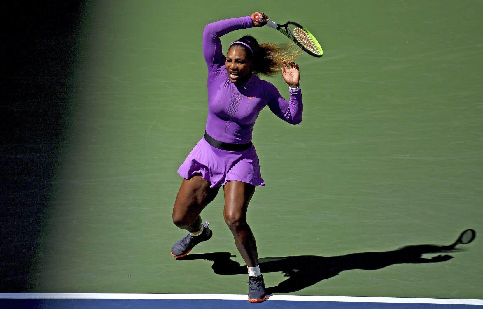 Serena Williams, huitième joueuse mondiale, a réussi cinq bris en huit occasions contre un seul (sur cinq balles de bris) pour Karolina Muchova, qui pointe au 44erang.