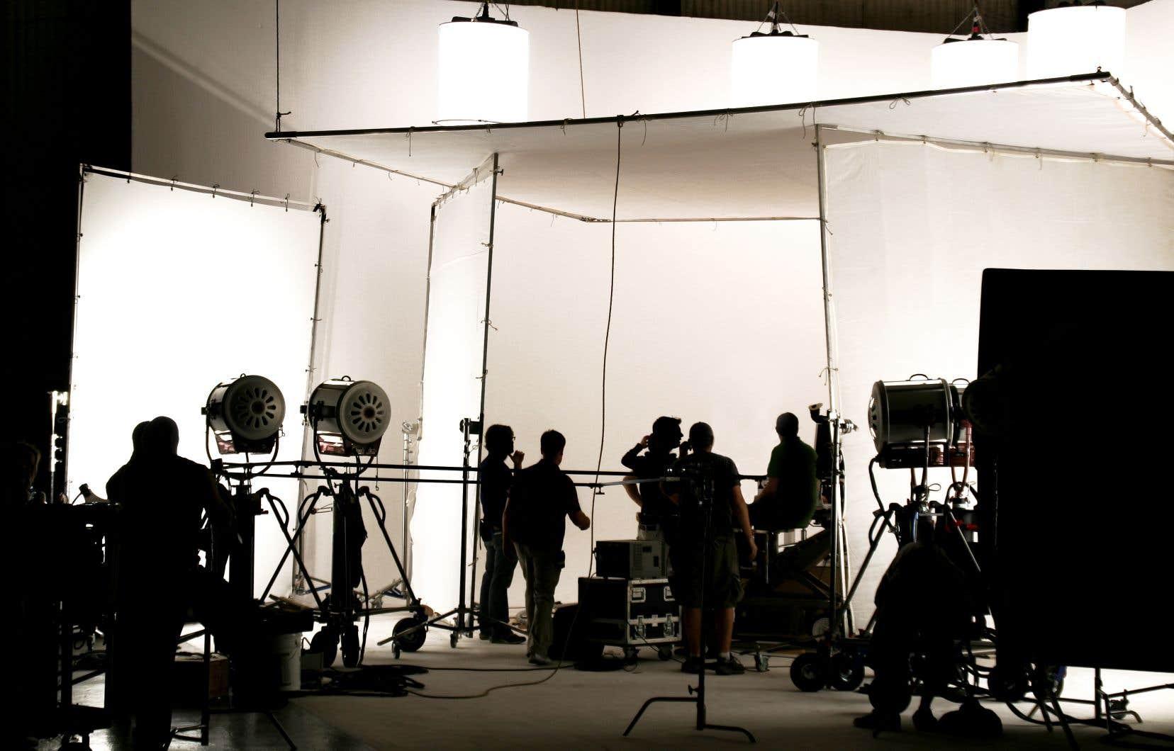 Un conflit de travail oppose actuellement les producteurs de télévision et de cinéma aux techniciens, concernant les conditions de travail de ces derniers.