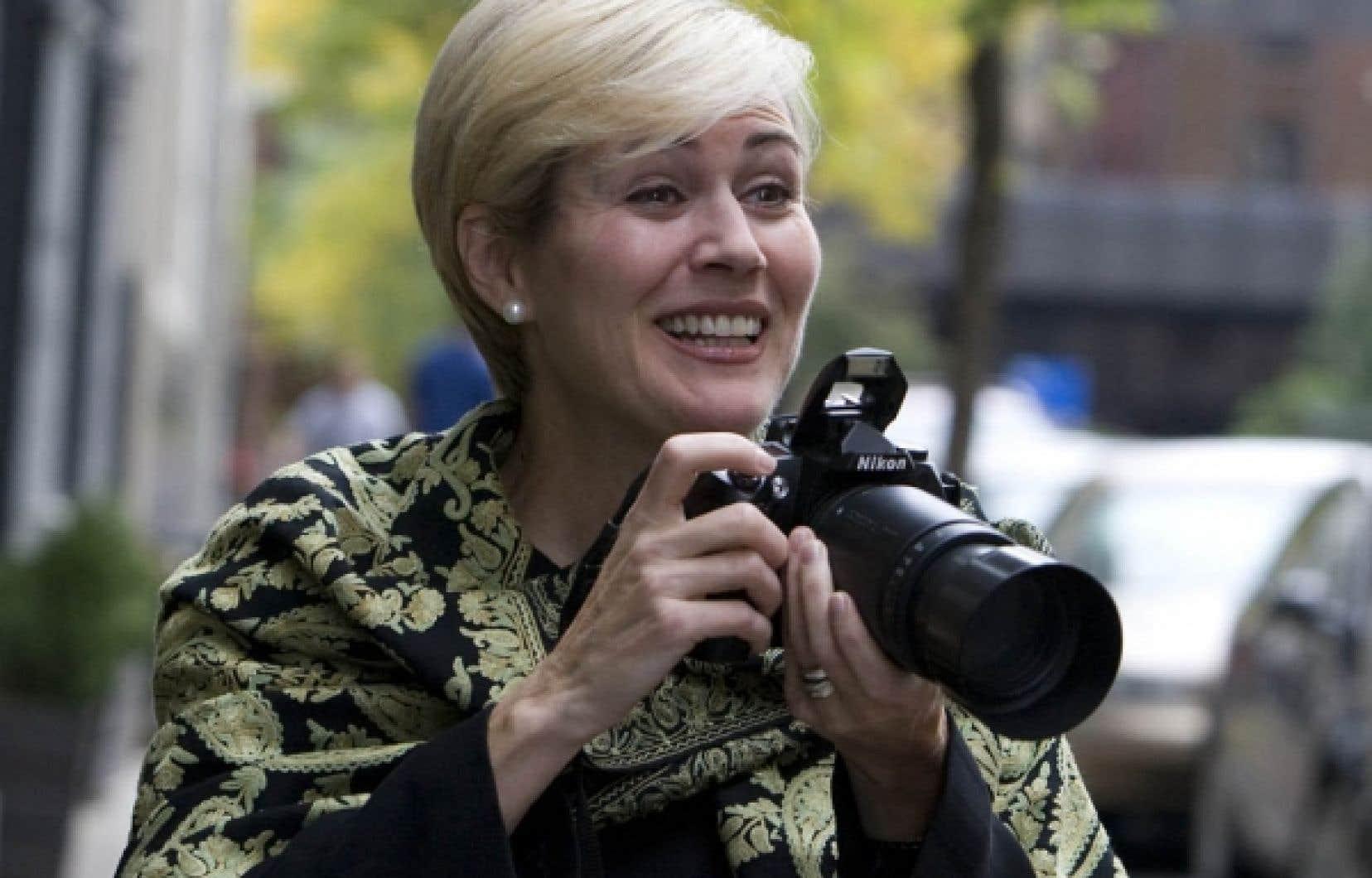 Photographe amateur, Michèle Dionne est une professionnelle des campagnes de financement, notamment pour la Croix-Rouge. Elle publie son premier livre de photographies cette semaine, préfacé par le prince Albert de Monaco.<br />