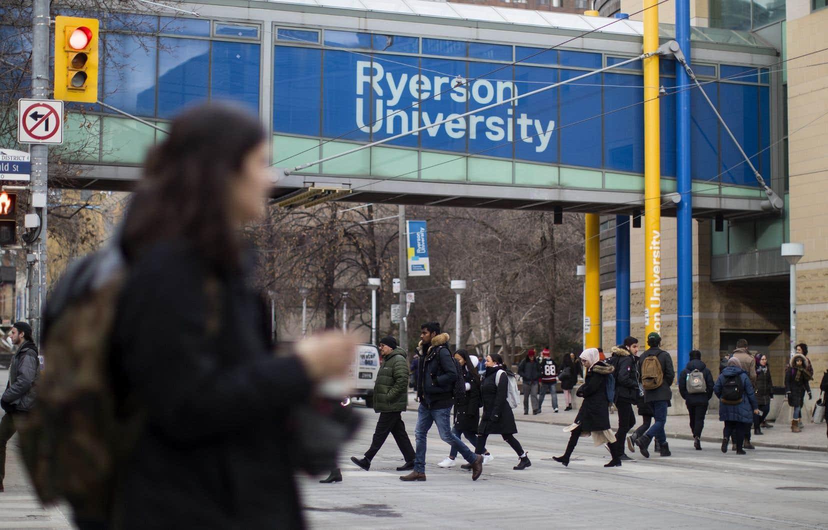 Les étudiants ontariens payeront cette année des droits de scolarité moins élevés que l'an dernier.