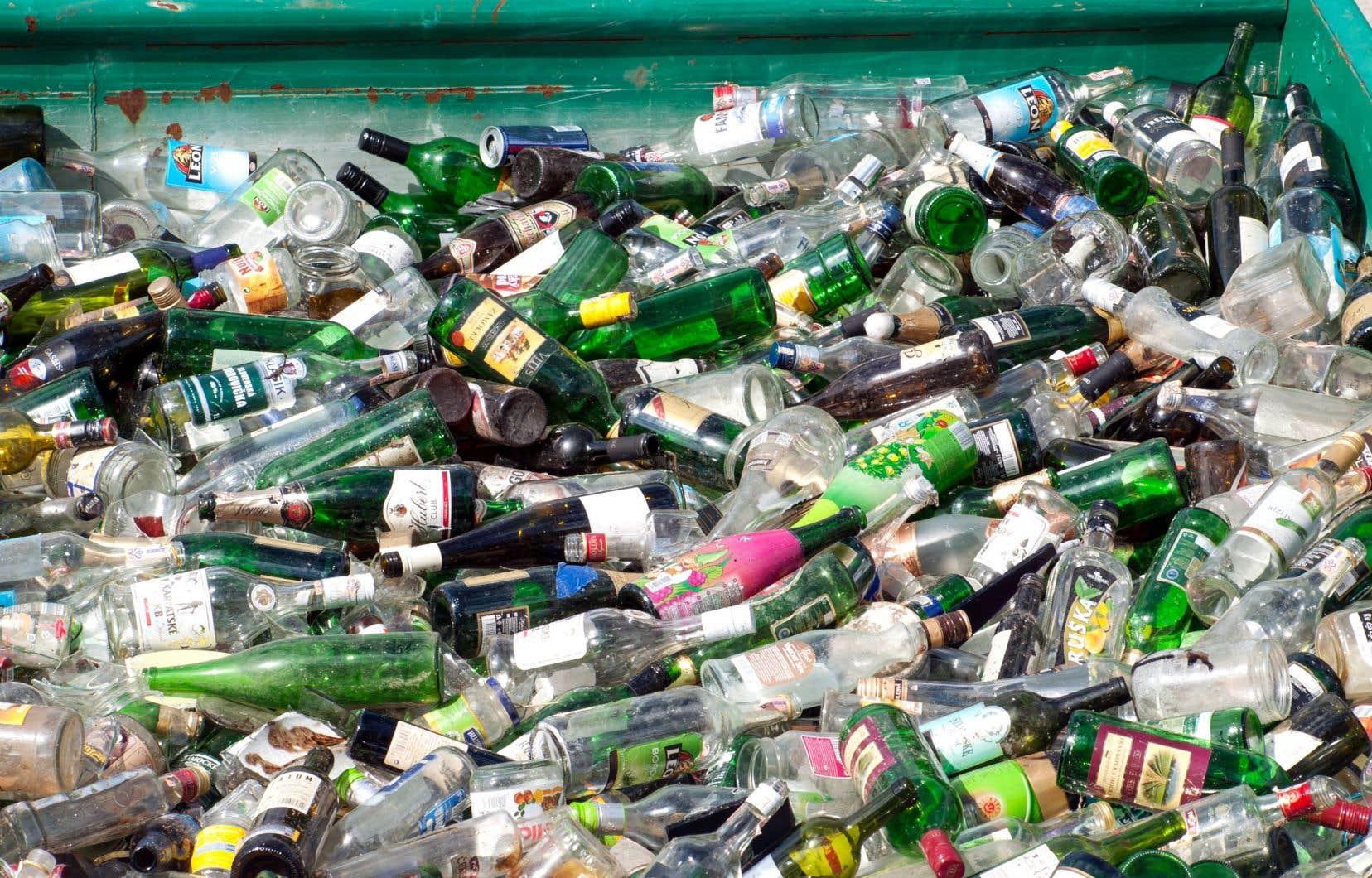 Le verre représente un volume considérable de nos matières résiduelles et devrait non seulement être revalorisé, mais bonifié.