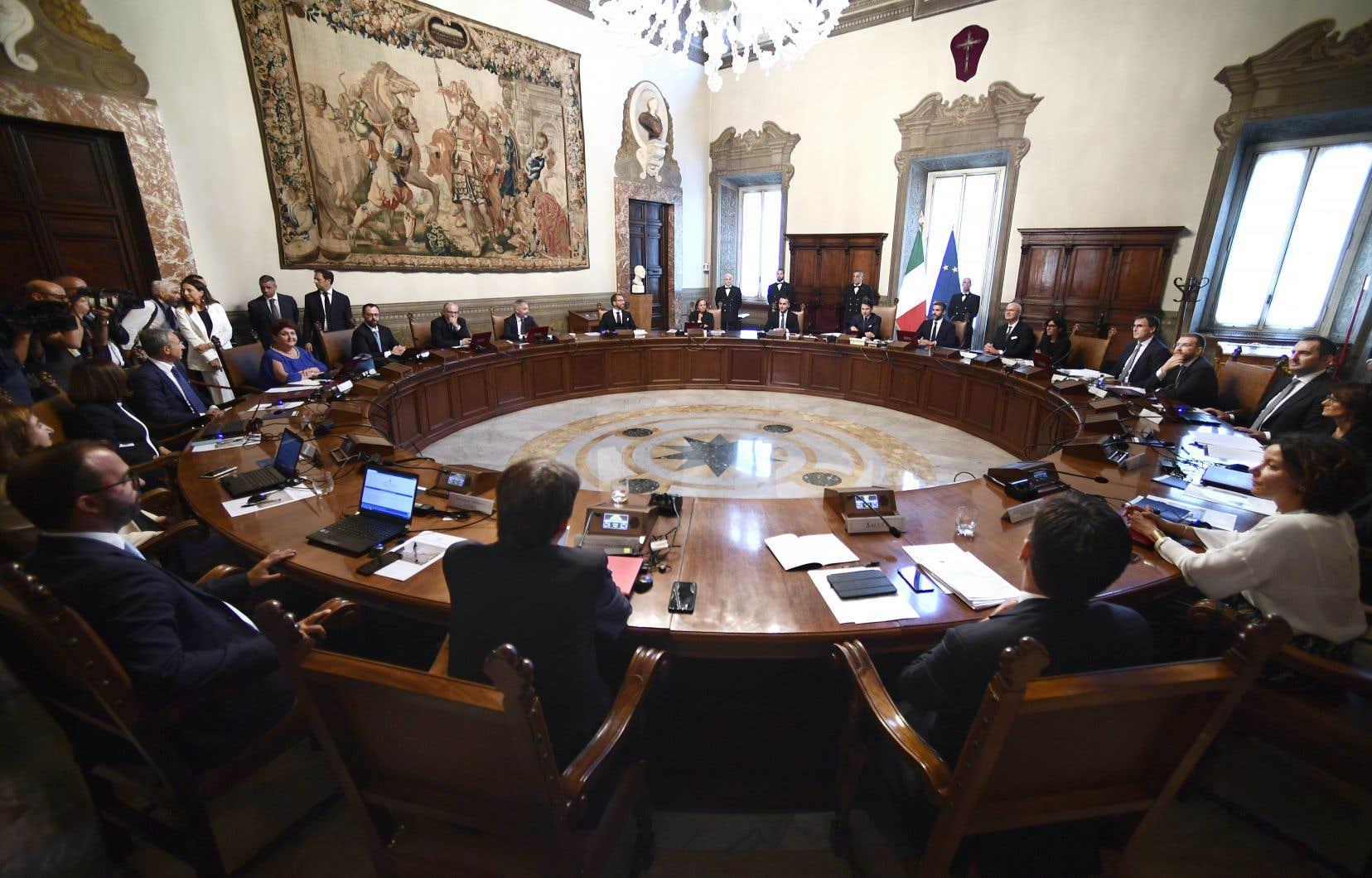 Le premier ministre italien, Giuseppe Conte, présidant la première réunion du nouveau cabinet, le 5 septembre 2019, au Palazzo Chigi à Rome.