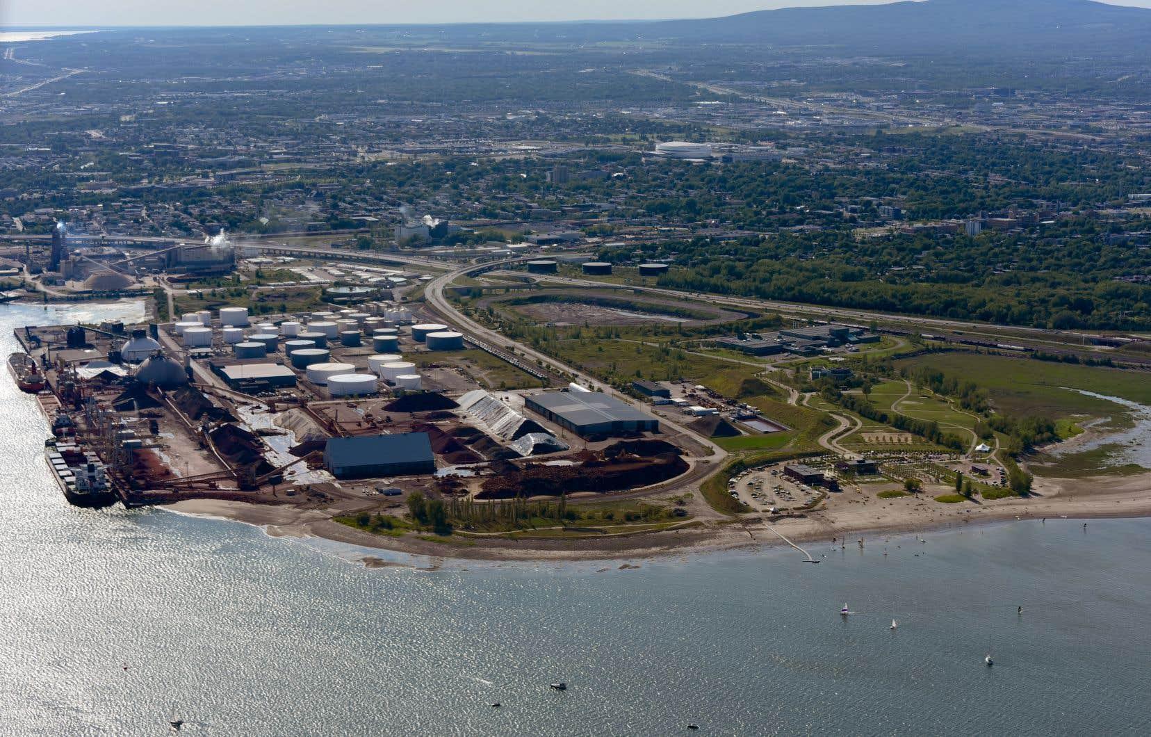 Le projet d'expansion portuaire du secteur de Beauport, rebaptisé Laurentia au printemps dernier, nécessiterait la construction d'un nouveau quai de 610 mètres, le dragage de plus de 900000m3 de sédiments et le remblaiement d'une partie du fleuve pour créer un nouvel «espace» de 170000m2 afin de stocker des conteneurs.