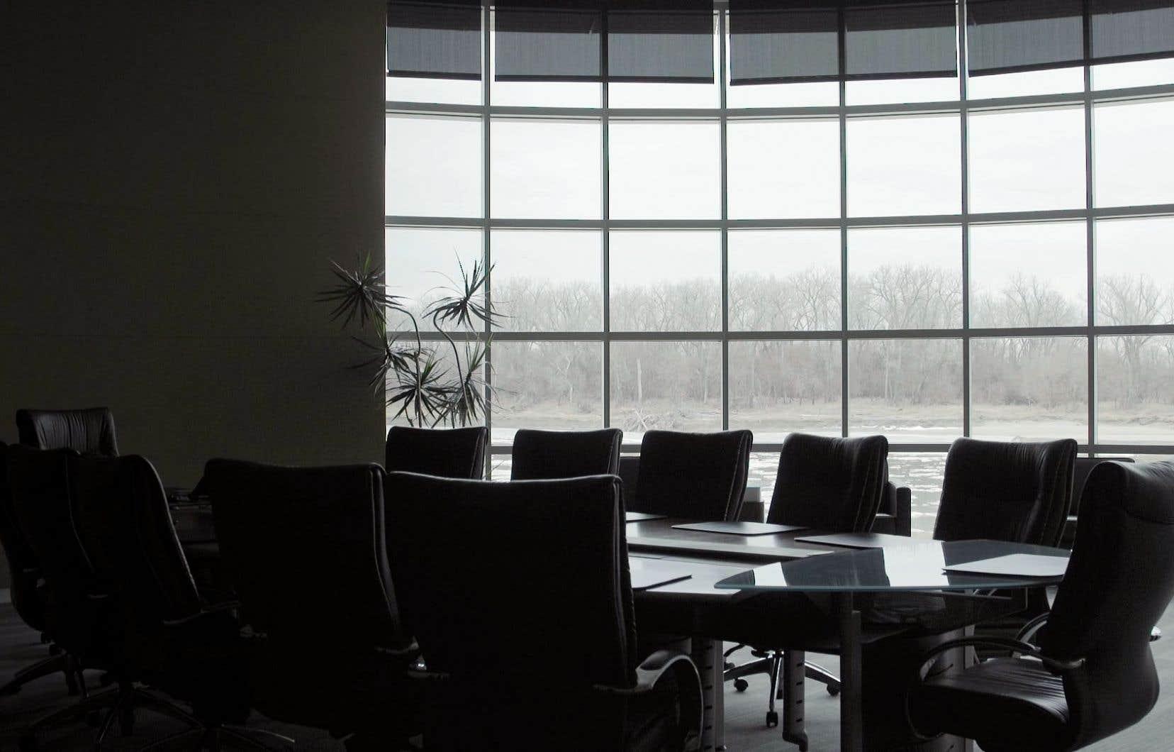 «Gallup Board Room Still». Un court film donne la parole à des responsables de la maison Gallup sur le sentiment des individus interrogés la veille d'un sondage.