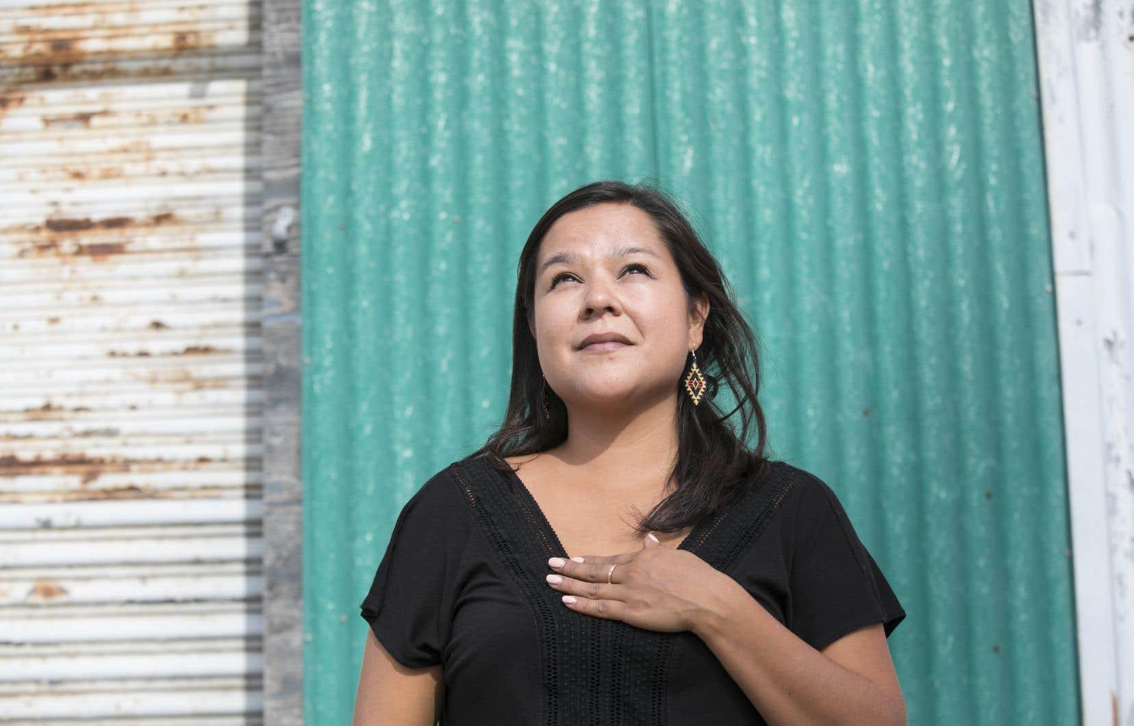 Naomi Fontaine appelle les Québécois à ouvrir réellement leurs cœurs aux peuples autochtones.