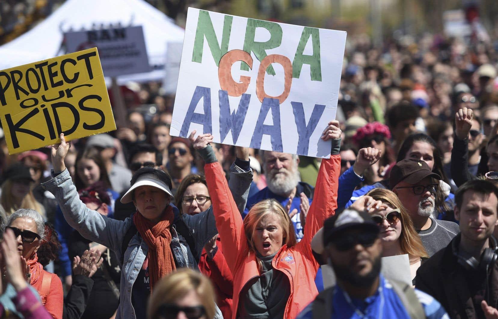 La multiplication des tueries de masse aux États-Unis met la NRA dans la ligne de mire d'un nombre croissant d'États, de gouvernements locaux et d'entreprises depuis le début de l'année.