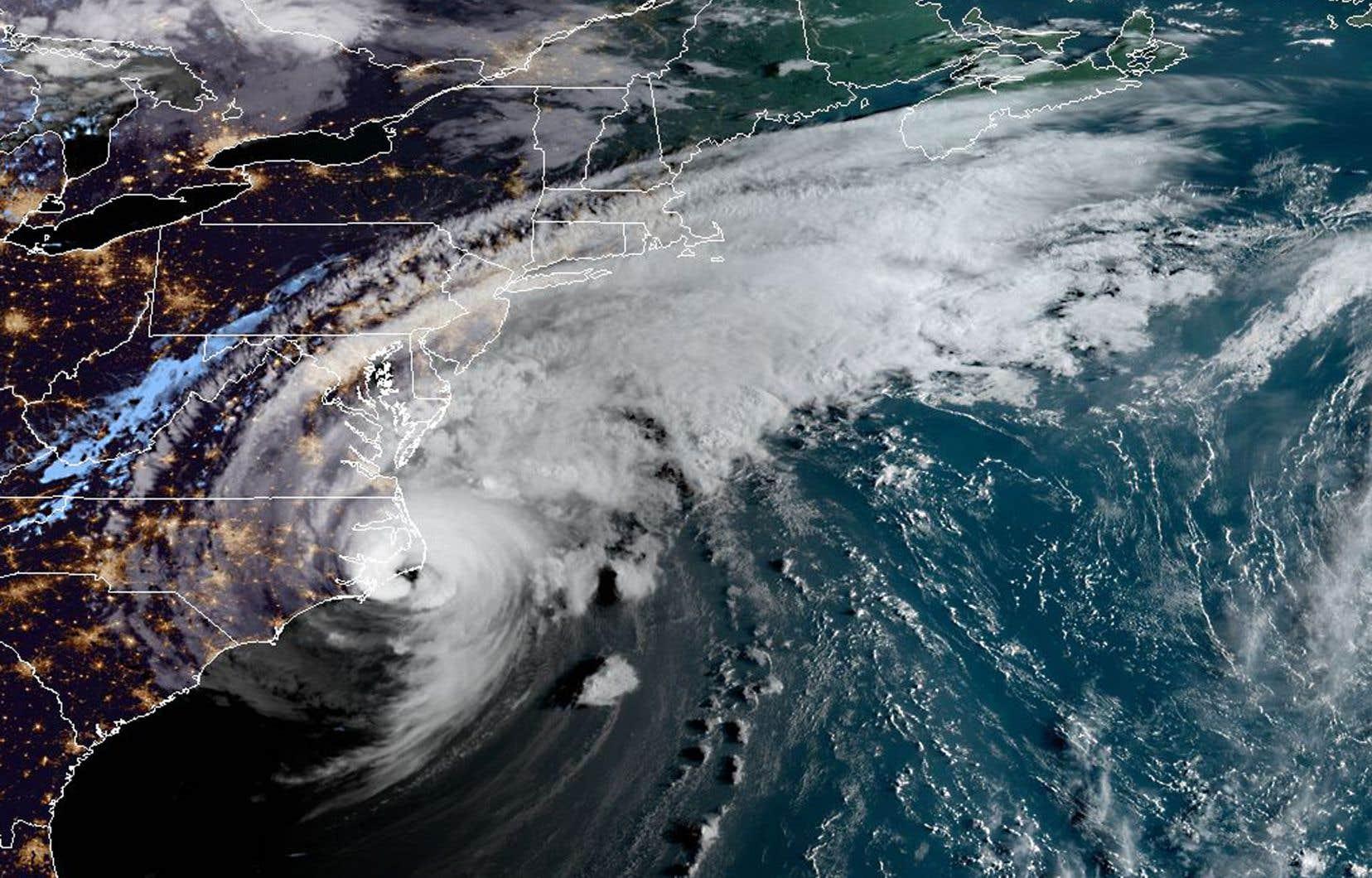 Le centre de l'ouragan «Dorian» devrait remonter vers le sud-est de la Nouvelle-Angleterrevendredi soir et samedi matin, puis jusqu'en Nouvelle-Écossetard samedi, selon le NHC.