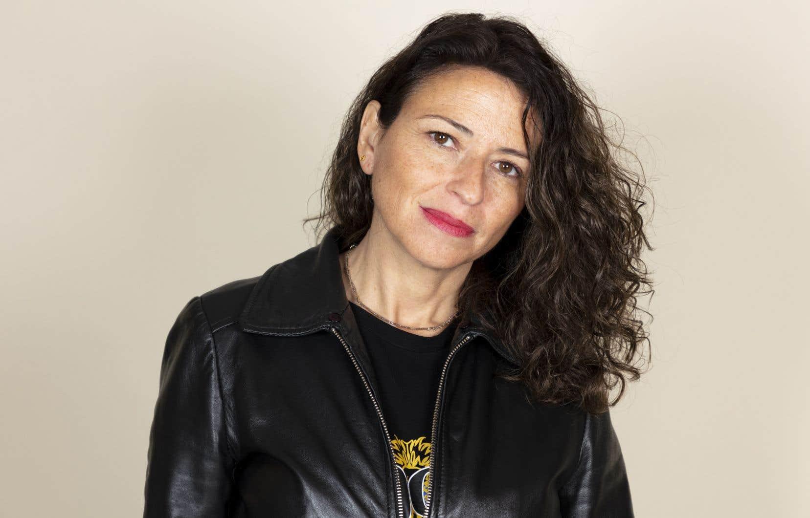 Karine Tuil poursuit une exploration sensible et intelligente des lieux de pouvoir et de l'air du temps.