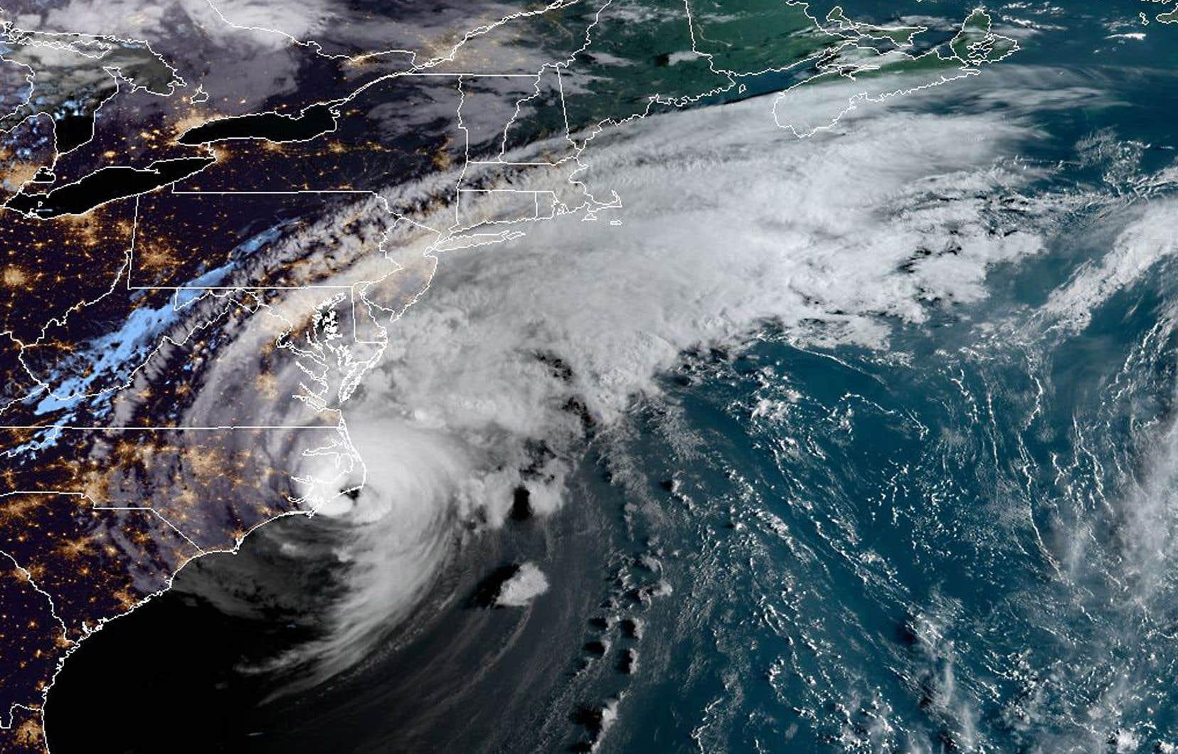 L'ouragan «Dorian», ici montré lorsqu'il longeait la côte sud-est des États-Unis vendredi midi, atteindra le golfe du Saint-Laurent d'ici dimanche matin, selon les prévisions d'Environnement Canada. Les Îles-de-la-Madeleine et la Basse-Côte-Nord pourraient faire face à un ouragan de catégorie 1 ou à une forte tempête tropicale.