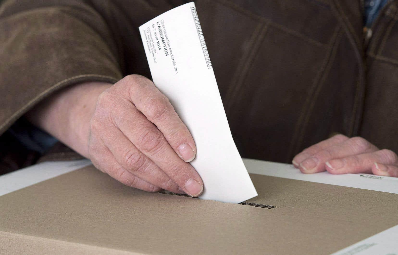 «Cela fait 120ans que nous parlons de réforme électorale au Québec. Il est temps de passer aux actes», soulignent les auteurs.