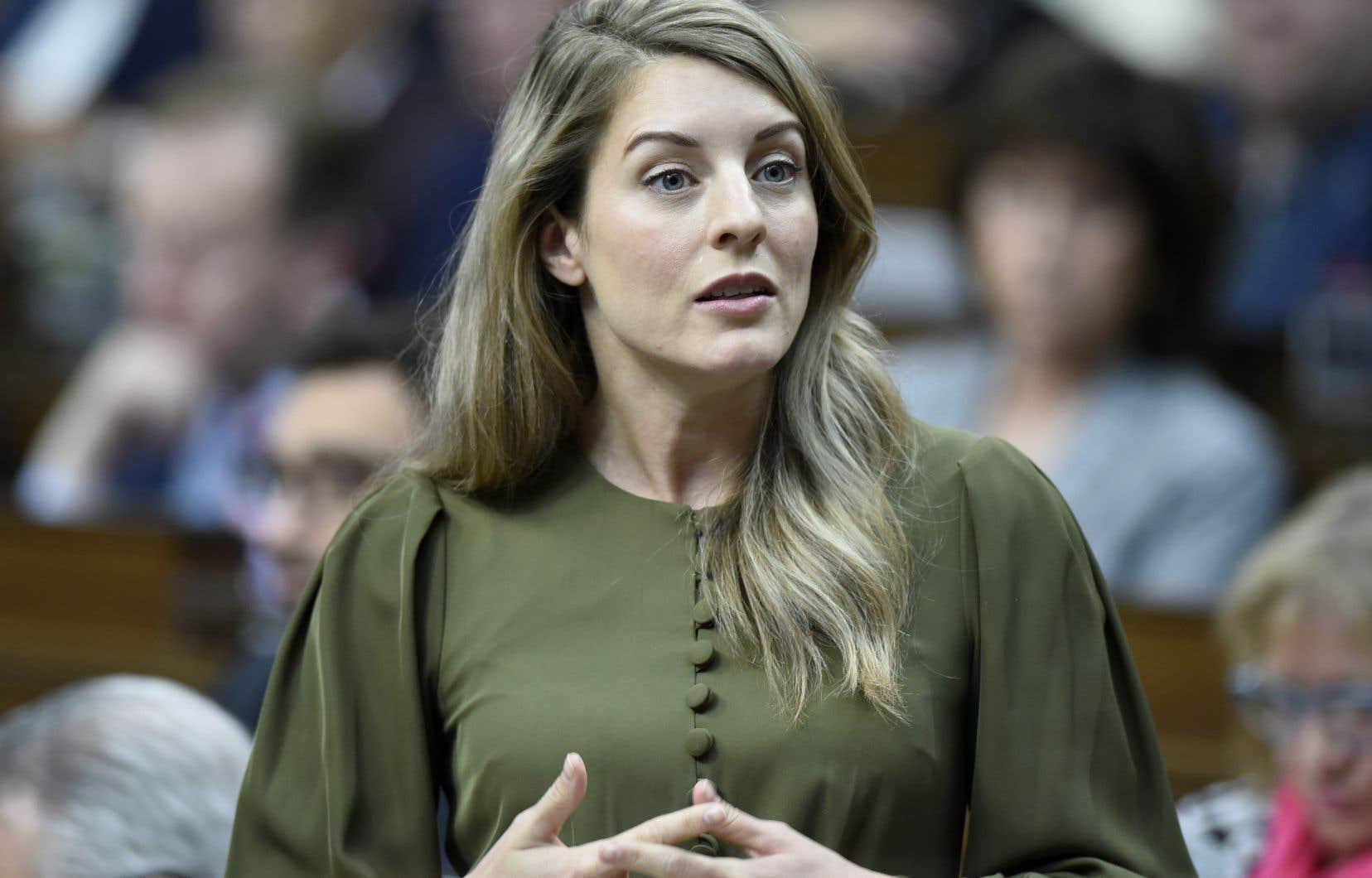 La ministre fédérale de la Francophonie, Mélanie Joly, s'est dite «émue» et «fière d'être francophone».