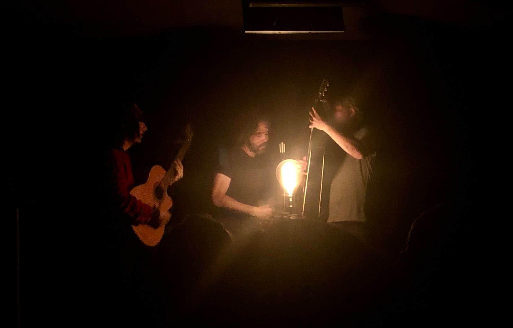 Ce fut une demi-heure unique, une messe qui rappelait la fameuse fois de l'église Saint-Jean-Baptiste, version salle de conférence Ubisoft transfigurée en tableau de la «Nativité», l'ampoule en contreplongée jouant le rôle de la Lumière.