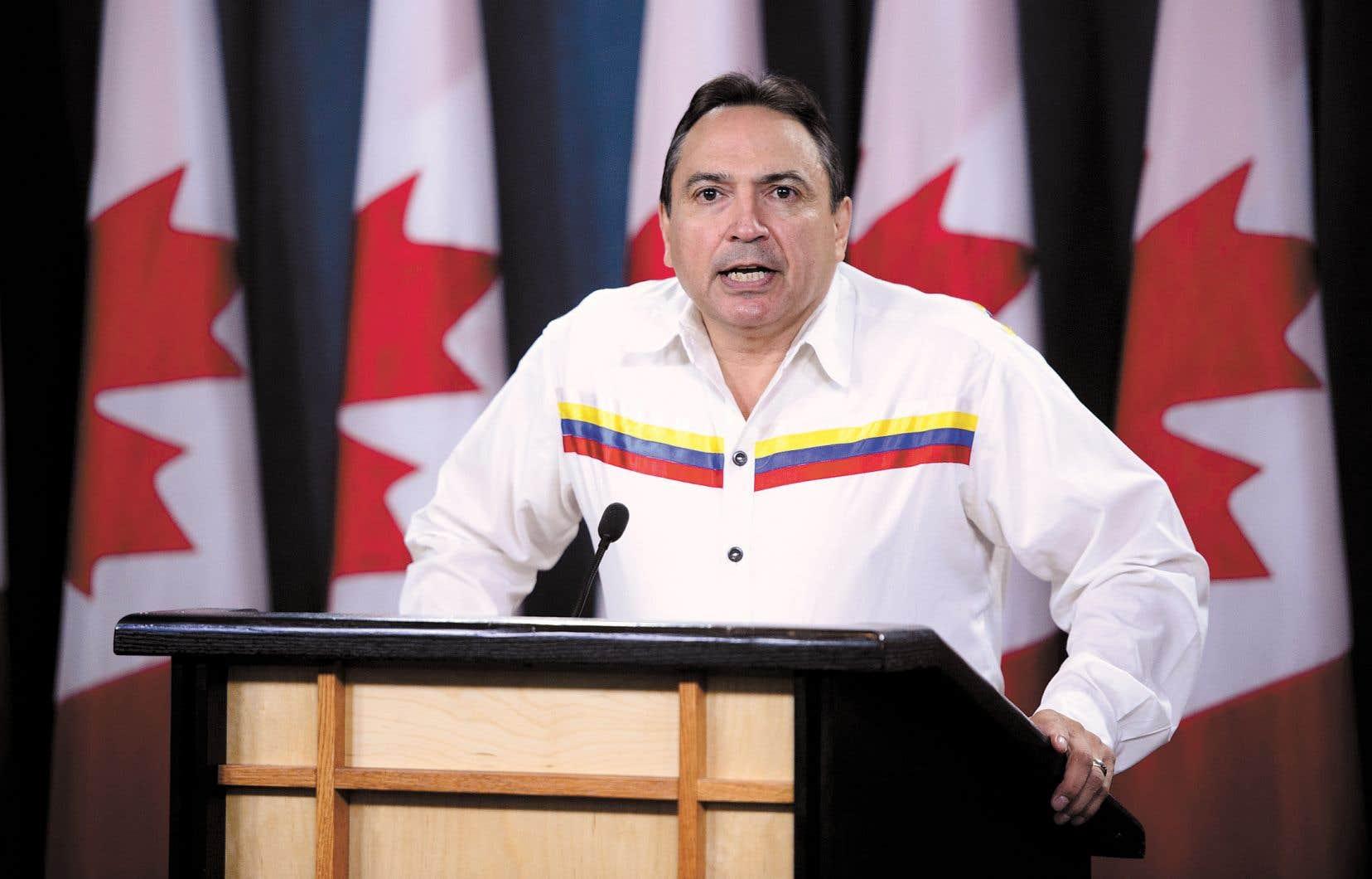 Le chef national de l'Assemblée des Premières Nations, Perry Bellegarde, s'est adressé aux médias lundi.