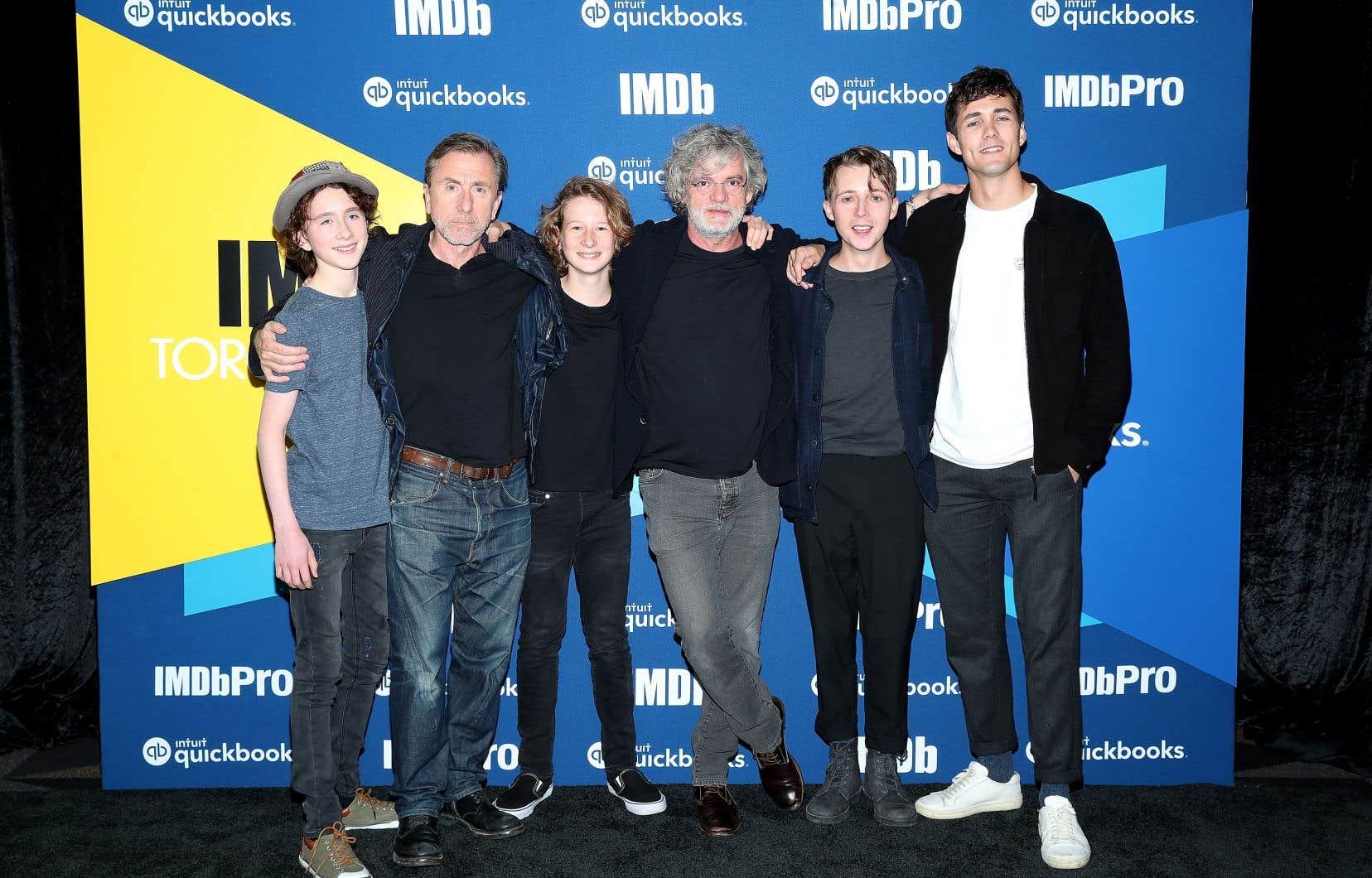 Le cinéaste François Girard (4e à partir de la gauche) considère «The Song of Names» comme son plus grand film d'acteurs. Il pose en compagnie d'une partie de la distribution à Toronto : Luke Doyle, Tim Roth, Misha Handley, Gerran Howell et Jonah Hauer-King.