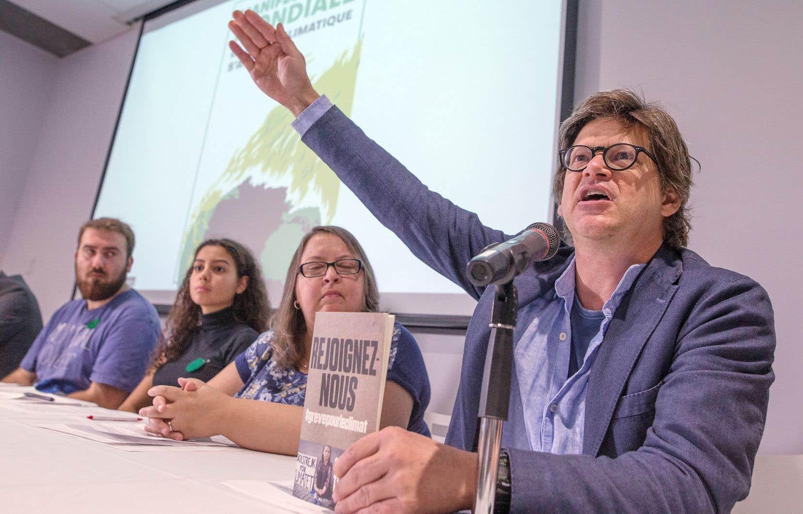 Le metteur en scène Dominic Champagne, porte-parole du Pacte pour la transition, a invité ses concitoyens «à prendre la rue» le 27 septembre afin de mettre de la pression sur les États pour qu'ils agissent afin de freiner le réchauffement climatique.