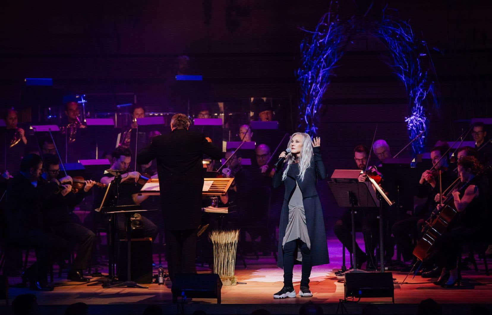 Drapée dans les voiles gris de ses 75ans, accompagnée de l'Orchestre symphonique de Montréal, la diva s'est mise en danger, encore une fois, avec un lot de nouvelles chansons.
