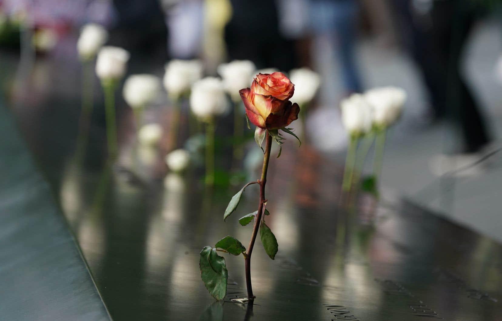 La commémoration a débuté à «Ground Zero», à New York, où des fleurs ont été déposées.