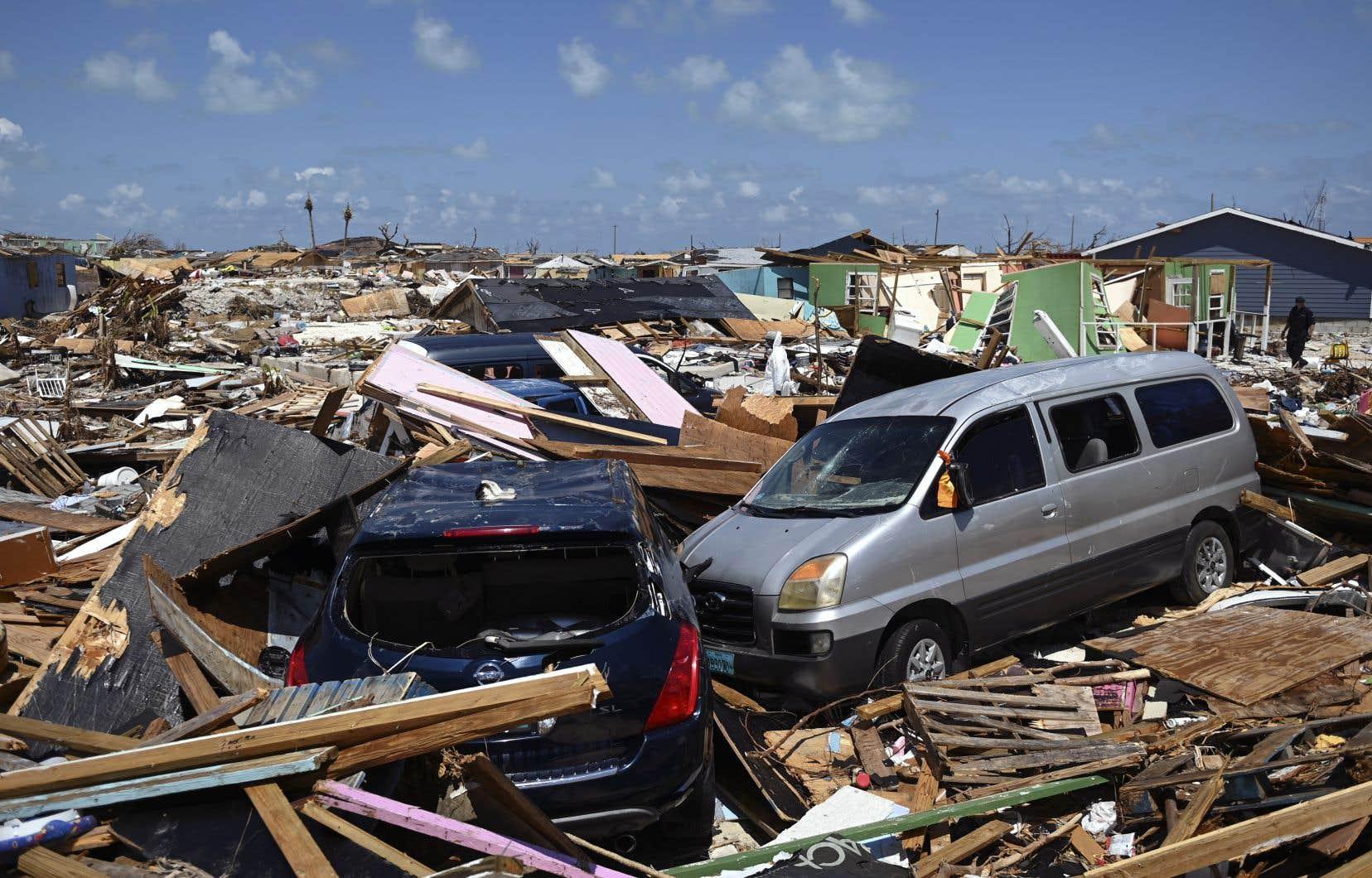 Le nord de l'archipel des Bahamas reste plongé dans un grand chaos et la phase d'urgence n'y est pas terminée, la priorité étant d'évacuer les sinistrés des îles les plus dévastées.