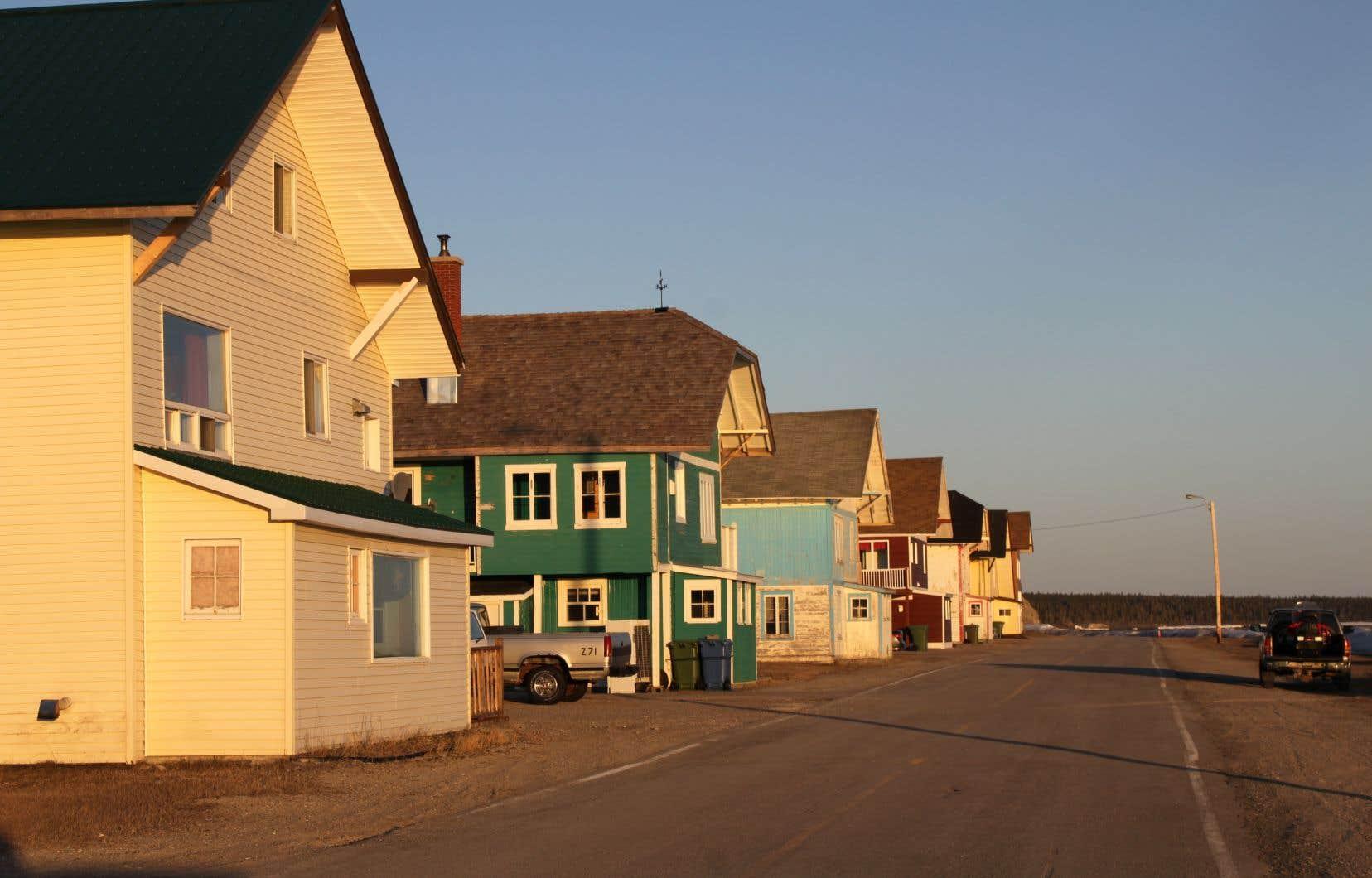 Des maisons du village de Port-Menier, sur l'île d'Anticosti. Les avis de grève toucheraient notamment SEPAQ Anticosti, l'Auberge Port-Menier et le service de ventes et de réservations du siège social.