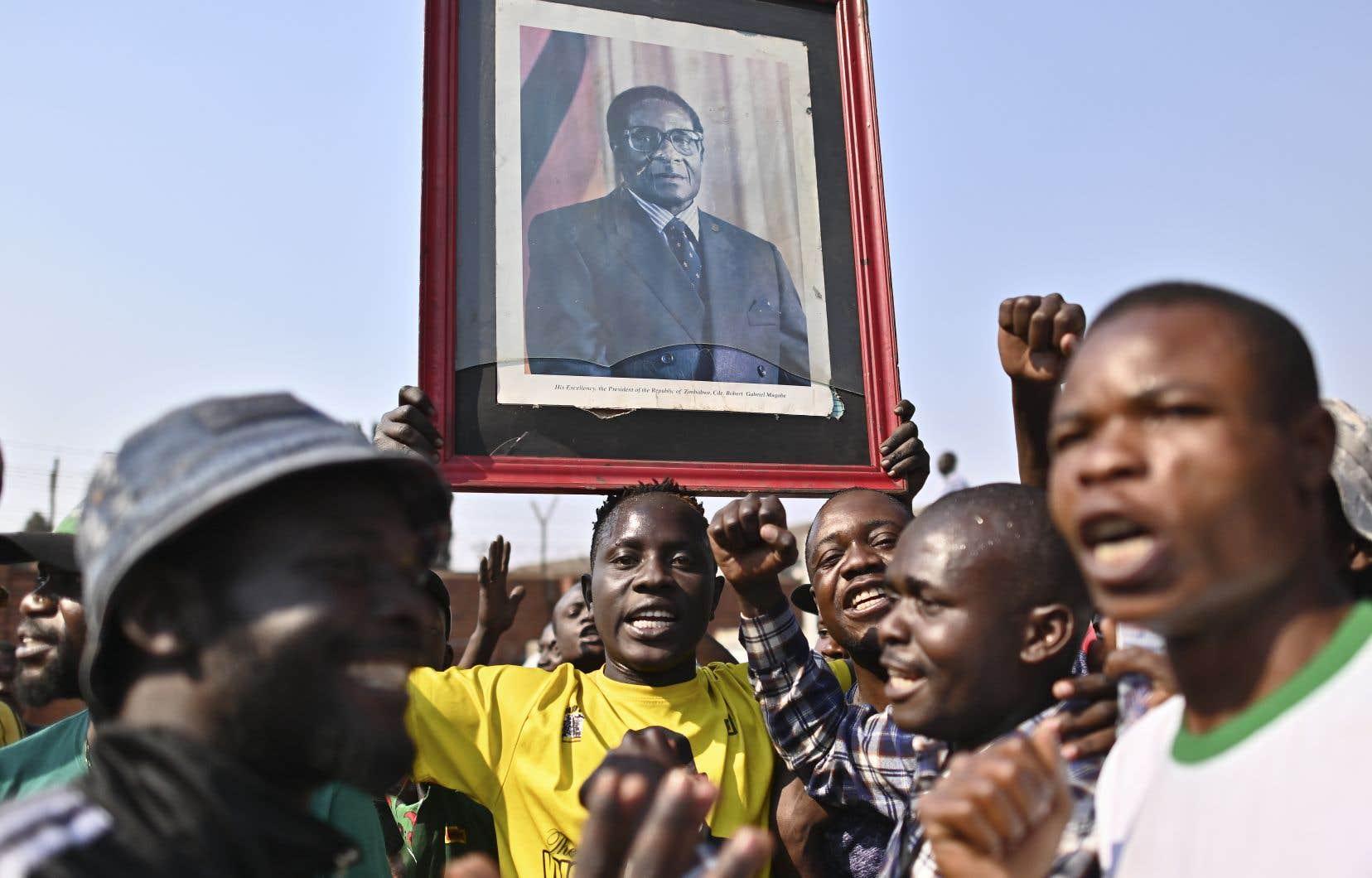 Le rapatriement de sa dépouille a donné le coup d'envoi jeudi à une série d'hommages officiels, qui doivent culminer samedi lors de funérailles dans l'immense stade national des sports de la capitale, devant le gratin des chefs d'État africains.