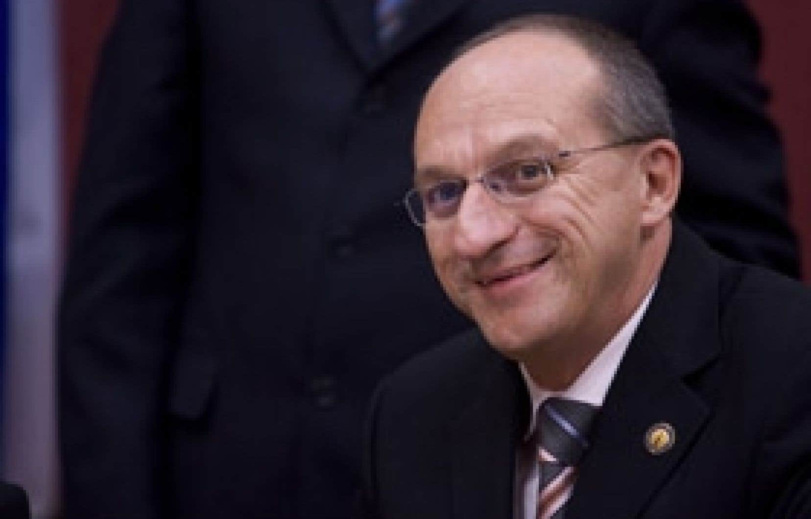 Mario Dumont reproche à Yvon Vallières, le candidat libéral au poste de président de l'Assemblée nationale, son rôle de fier-à-bras, lui qui a malmené la formation adéquiste à plusieurs reprises.