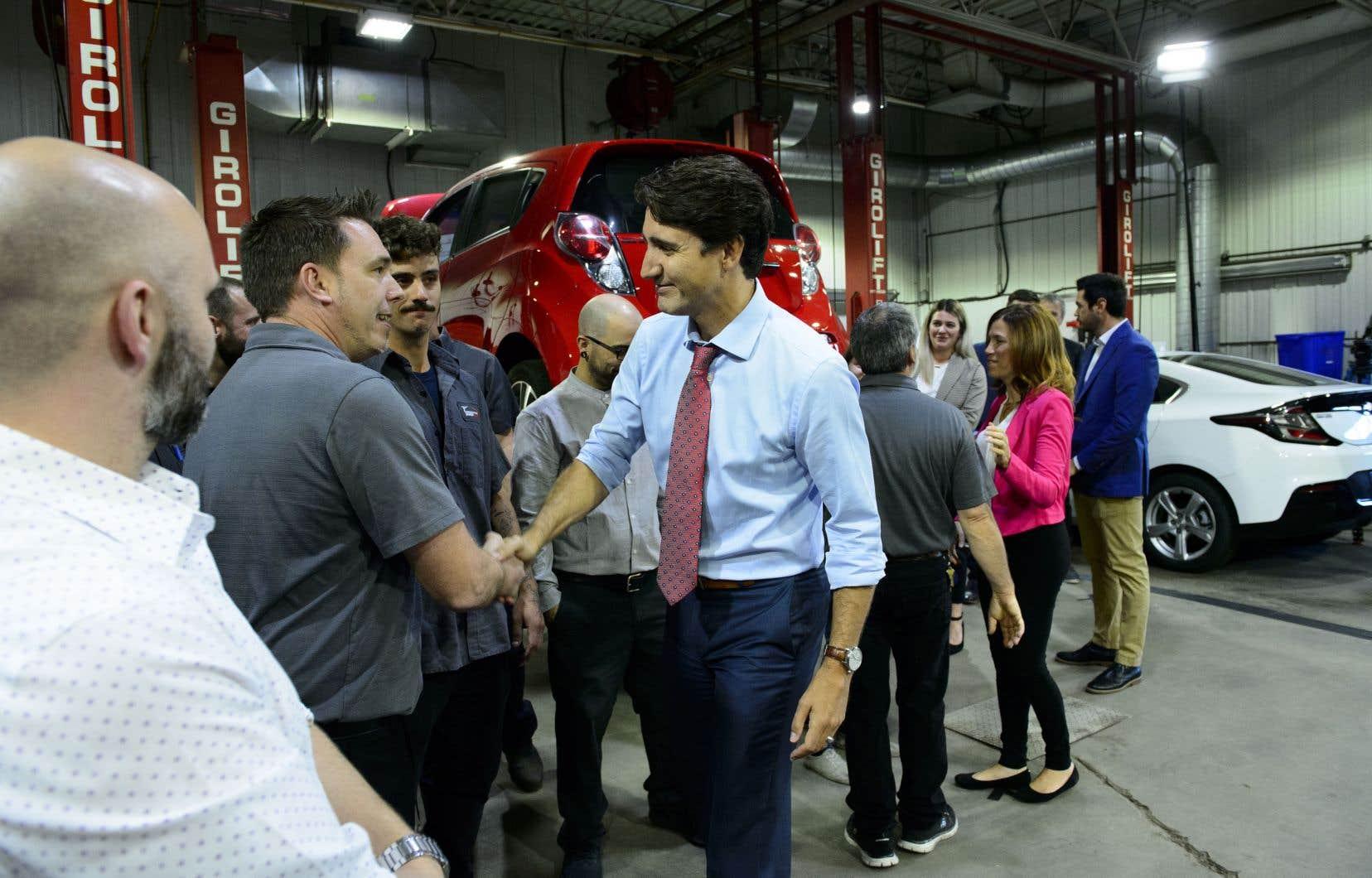 «Je pense que tous les Québécois savent que je suis quelqu'un qui va toujours défendre les libertés et les droits fondamentaux», a répété Justin Trudeau lors d'un arrêt à Trois-Rivières, au cœur d'une région résolument caquiste.