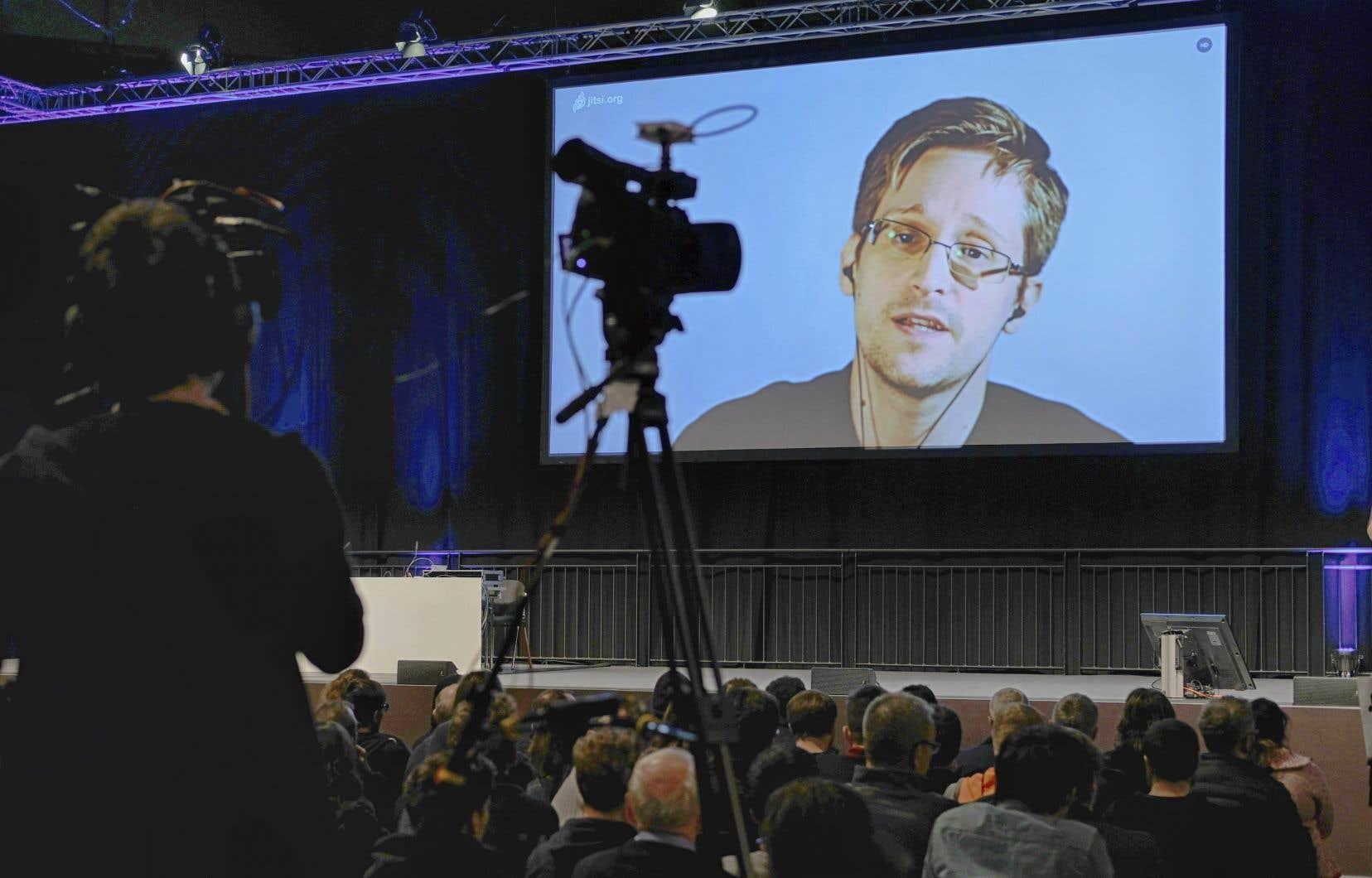 «Vous savez parfaitement ce que vous dites au téléphone ou ce que vous écrivez dans un e-mail. En revanche, vous ne contrôlez pas, ou à peine, les métadonnées que vous générez automatiquement», souligne Edward Snowden (sur la photo).