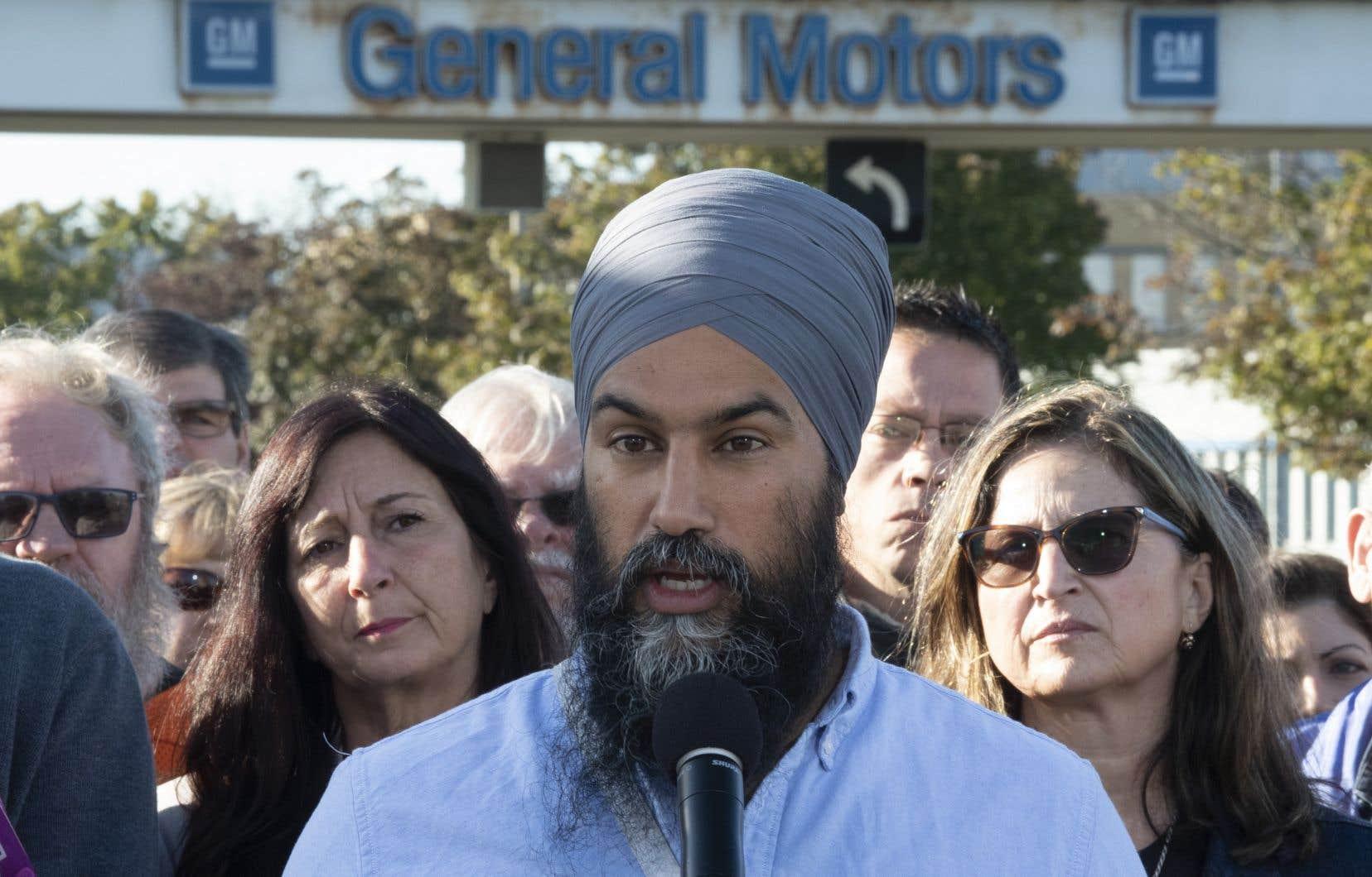 De passage à Oshawa, au coeur du secteur automobile canadien, M.Singh avait bien choisi l'endroit pour parler de ce sujet: devant l'usine d'assemblage de GM qui doit fermer ses portes d'ici la fin de l'année.