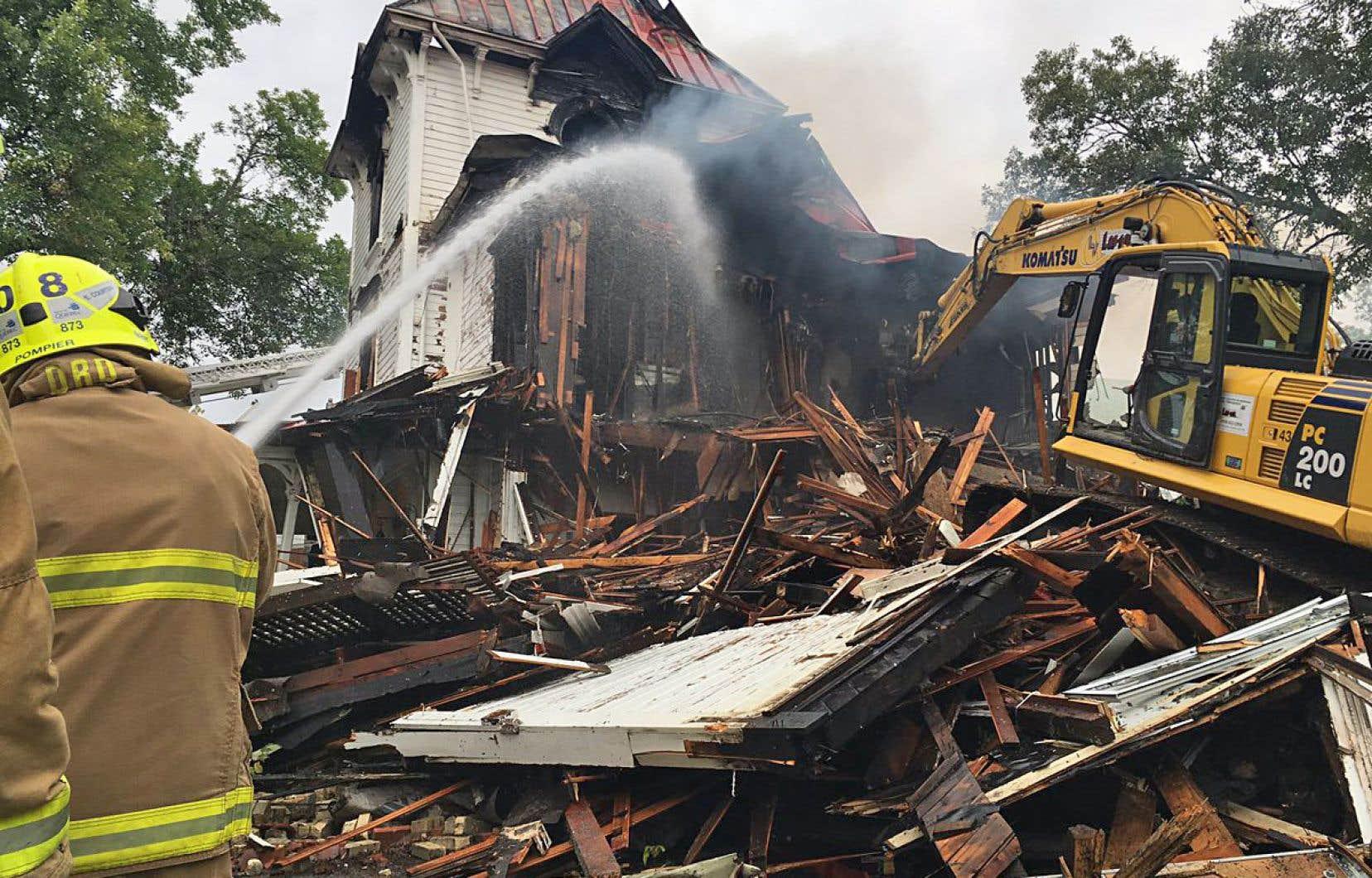 L'enquête pour déterminer les causes de l'incendie a été confiée au Service de police de la Ville de Québec, en collaboration avec le Commissariat aux incendies.