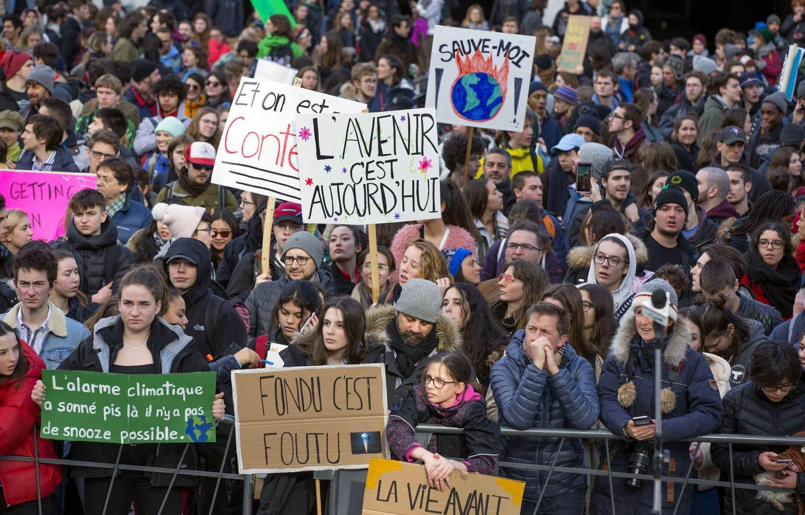 Des milliers de manifestants, étudiants et travailleurs, devraient se réunir à Montréal pour la manifestation du 27 septembre.