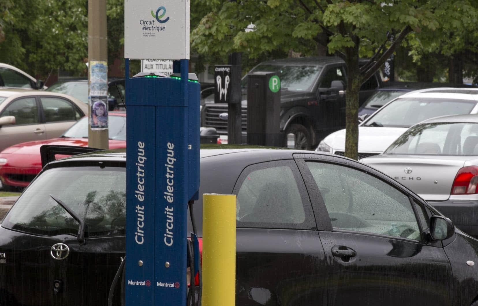 Le Bloc entend présenter un projet de loi zéro émission visant à forcer les constructeurs automobiles à produire davantage de véhicules électriques.