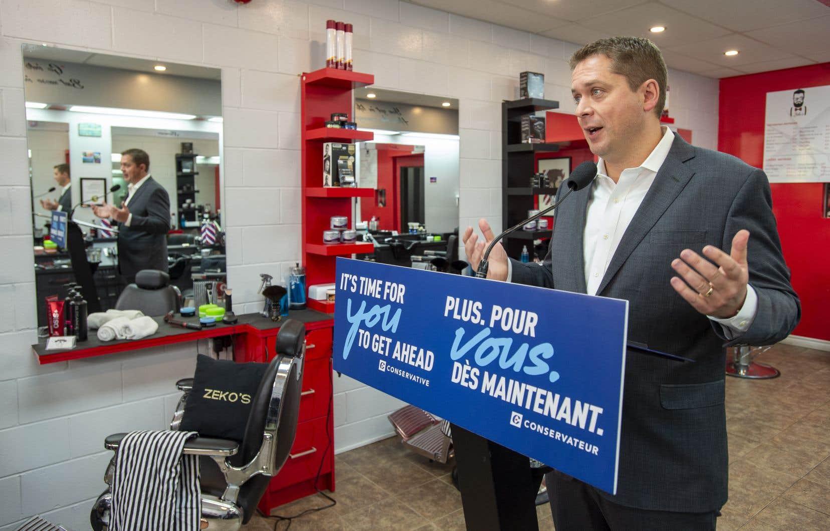 En campagne à Hamilton mercredi matin, Andrew Scheer a été invité à répondre aux demandes de François Legault pour un plus grand contrôle sur le système d'immigration.