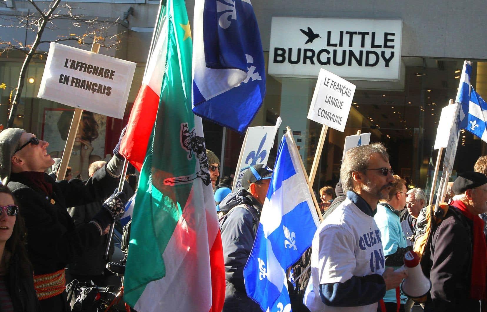 «Au Québec, la Loi 101 reconnait le besoin pour les francophones de travailler et de vivre dans leur langue dans l'espace public», rappelle l'auteur.