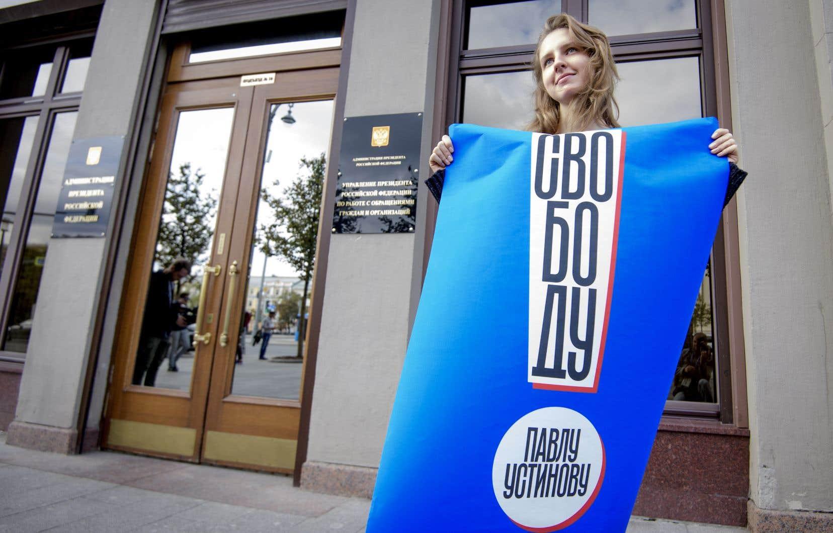 Une femme manifeste pour la libération de Pavel Ustinov, à Moscou, le 18 septembre 2019.