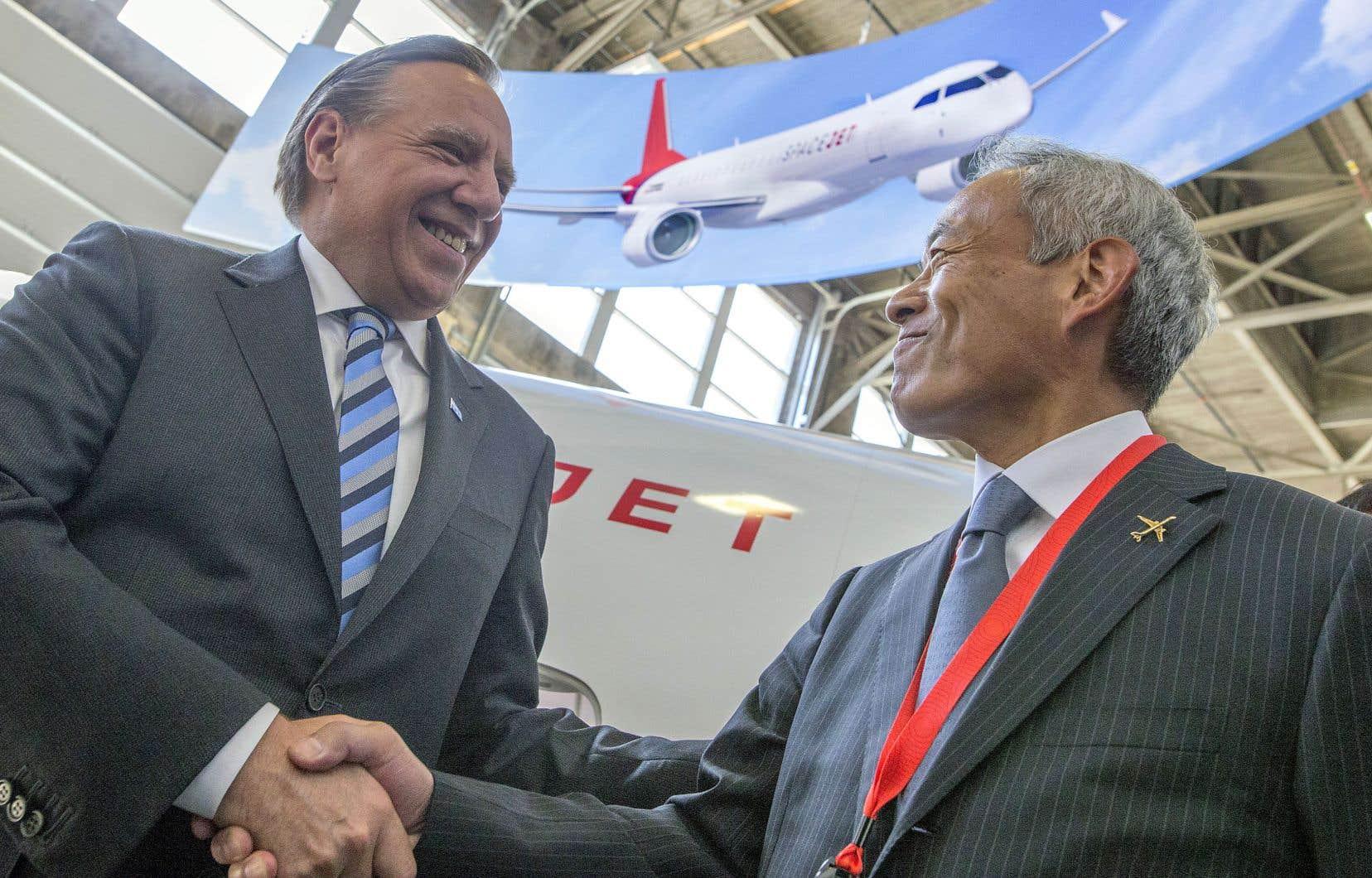 Québec a concédé un prêt de 12millions à la firme japonaise, qu'elle n'aura pas à rembourser si des objectifs de création d'emplois sont atteints. L'accord a été scellé par une poignée de main entre le premier ministre, François Legault, et le président de Mitsubishi, Hitoshi Iwasa.