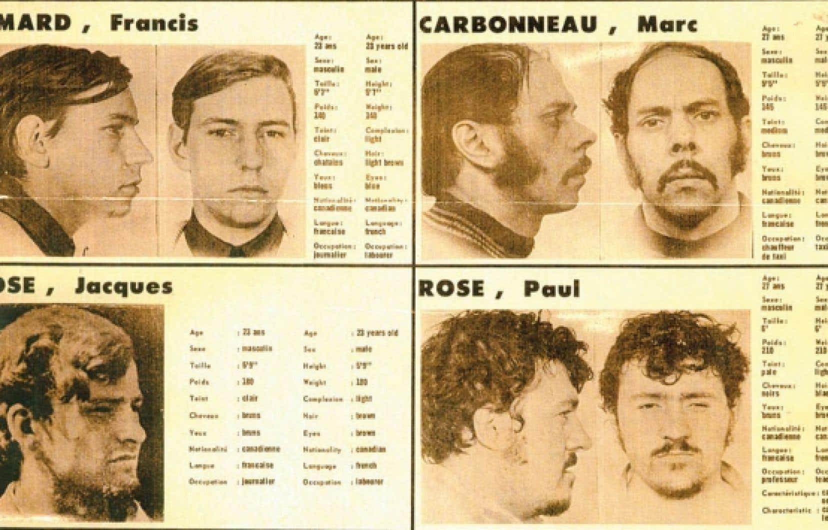 RECHERCHÉS. Quatre des felquistes dont les têtes sont mises à prix par les autorités en octobre 1970. L'affiche est placardée un peu partout, comme au temps du Far-West. Les gouvernements du Canada et du Québec offrent 150 000$ — soit l'équivalent de 854 000$ d'aujourd'hui — «pour des renseignements qui conduiraient à l'arrestation des ravisseurs ou des meurtriers de M. Pierre Laporte».