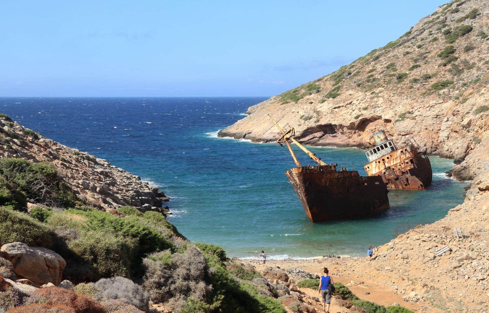 Cassé en deux depuis le tournage du film, l'«Olympia» s'est abîmé en février 1980, un jour de grand vent. Depuis qu'il s'est encastré dans l'île, l'ancien nom de ce navire est réapparu sur la rouille: manifestement, l'«Inland» avait un nom prédestiné.