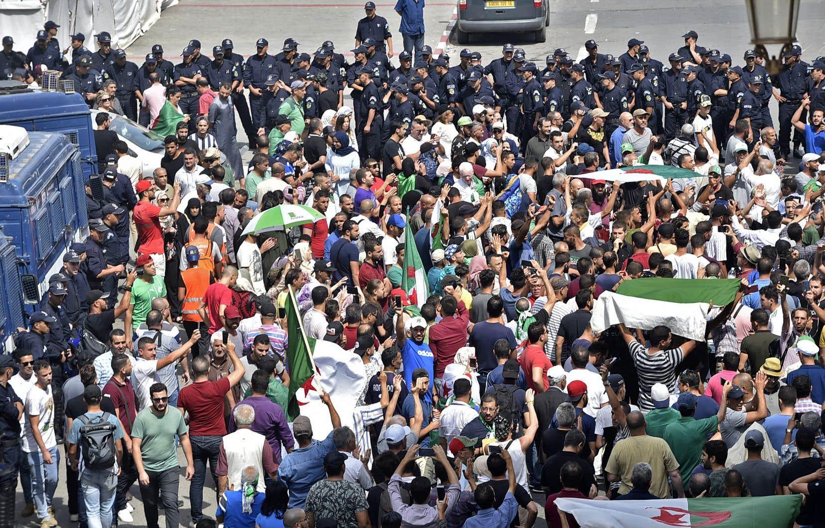 <p>La mobilisation était au rendez-vous, et ce, en dépit d'un déploiement des forces de sécurité encore plus important que lors des vendredis précédents.</p>