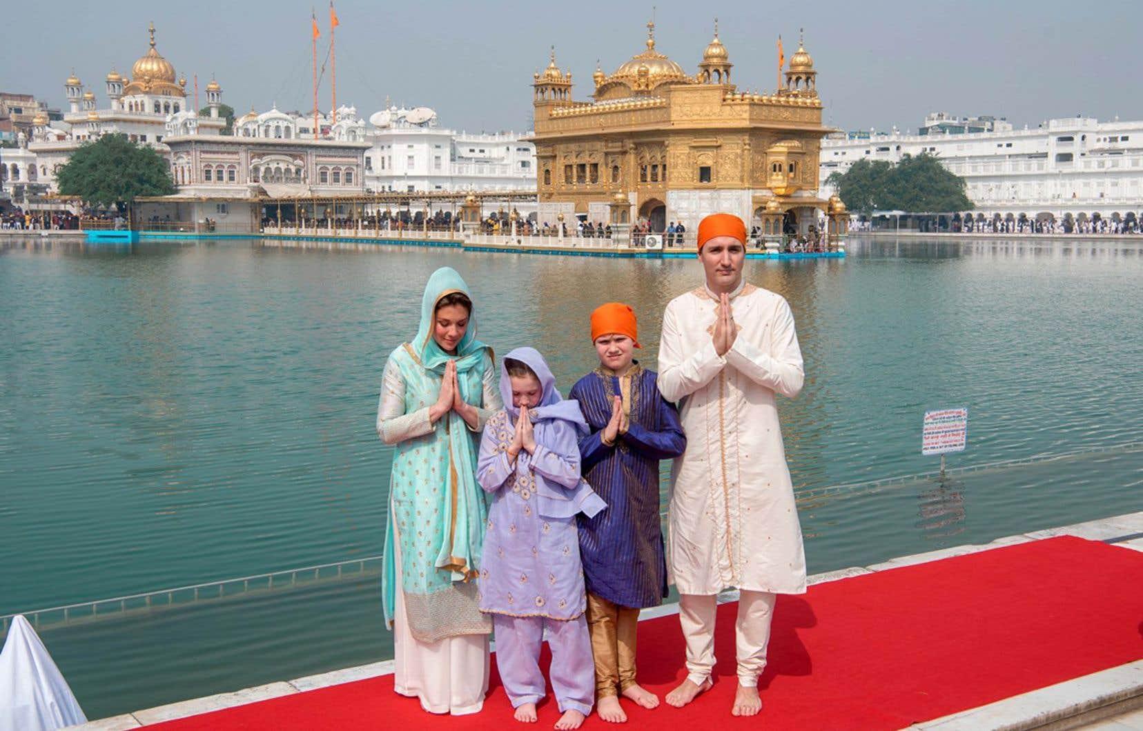 «Se vêtir d'habits traditionnels indiens pendant un voyage en Inde, en 2018, ce n'était pas l'idée du siècle», estime l'auteur.