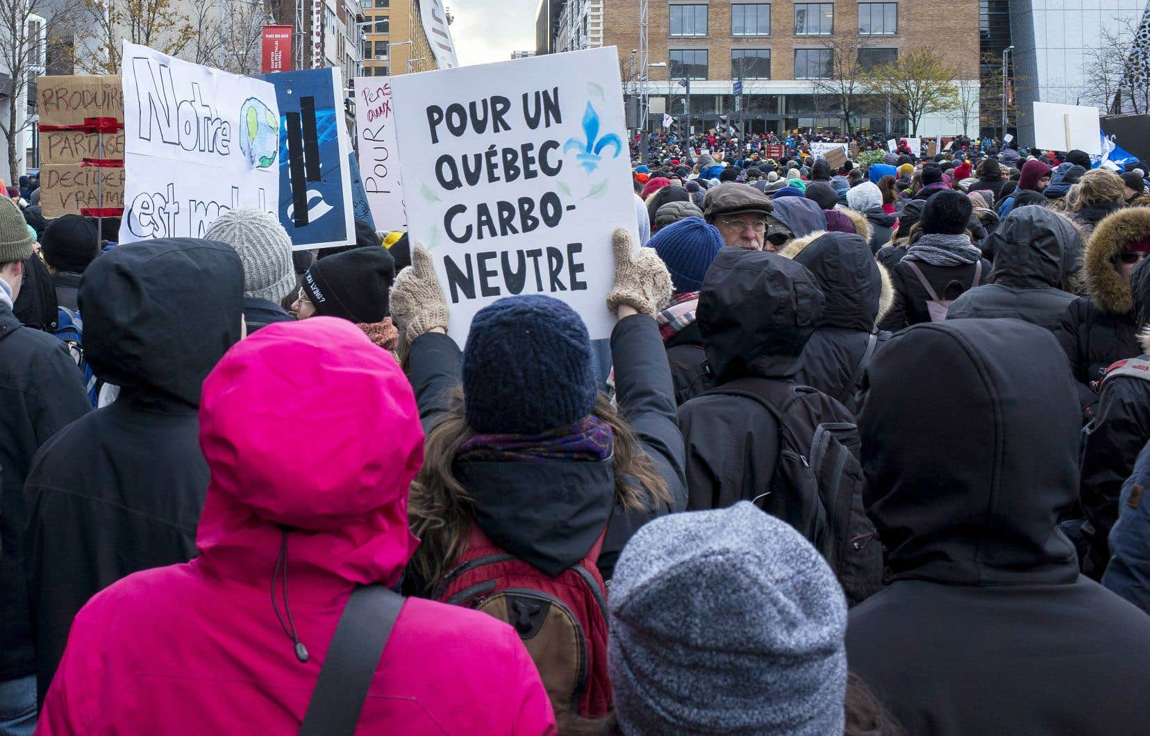 «Le Québec a une population mobilisée, une électricité renouvelable à 99,8% et une volonté de tous les secteurs de la société de faire face à la crise climatique», estiment les auteurs.