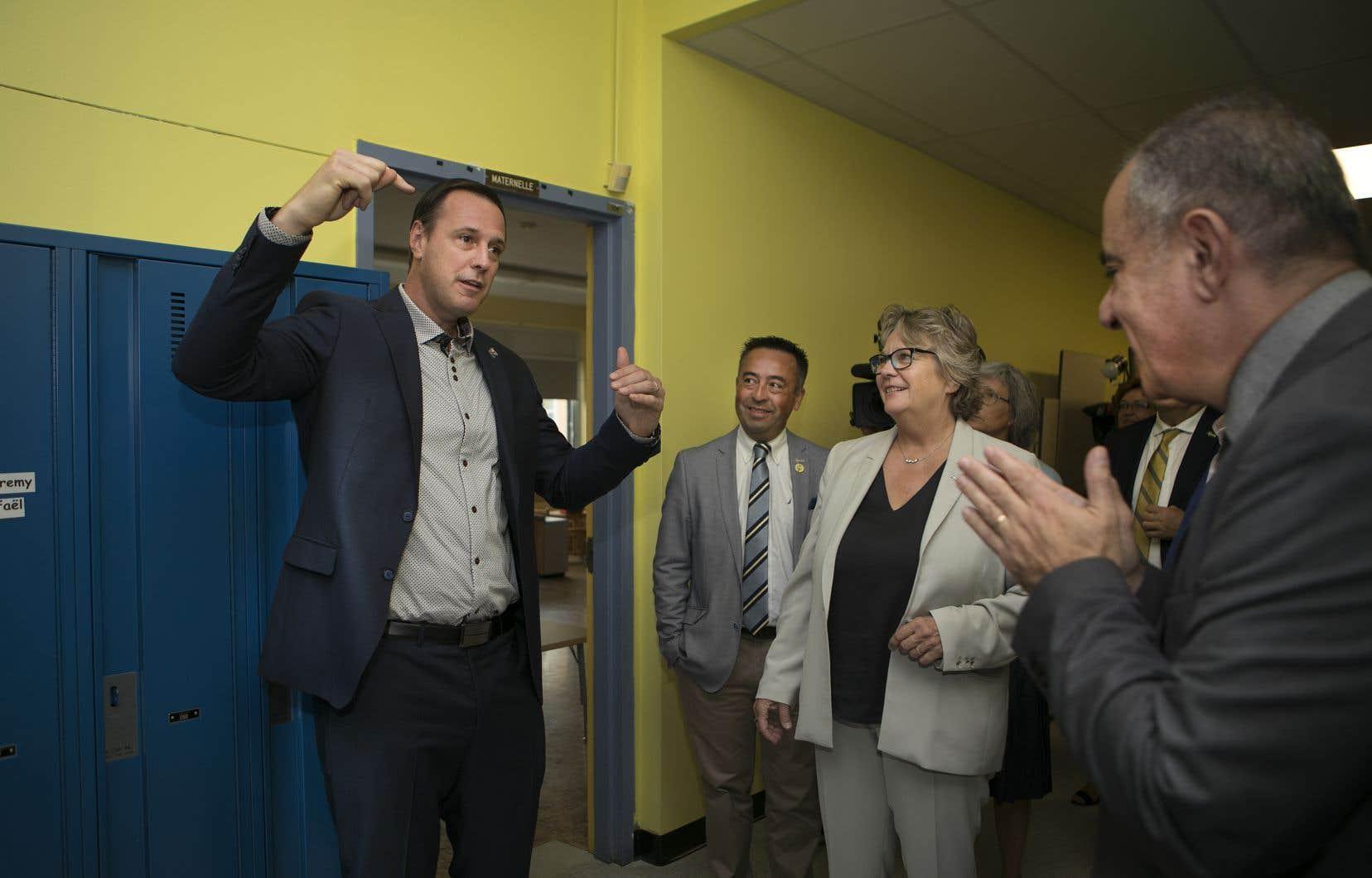 Le ministre de l'Éducation, Jean-François Roberge, a promis de remettre en état 60 % des établissements scolaires à travers la province d'ici 2022.
